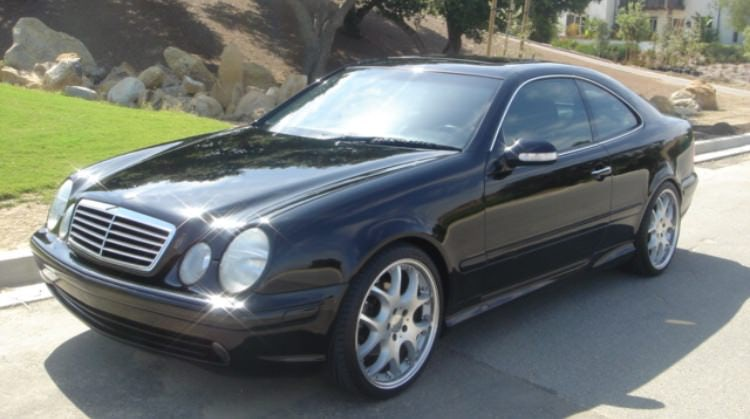 Junk 2001 Mercedes-Benz CLK in Portland