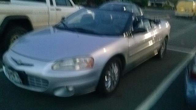 Junk 2003 Chrysler Sebring in Laie