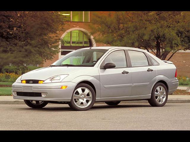 Junk 2003 Ford Focus in University of Richmond