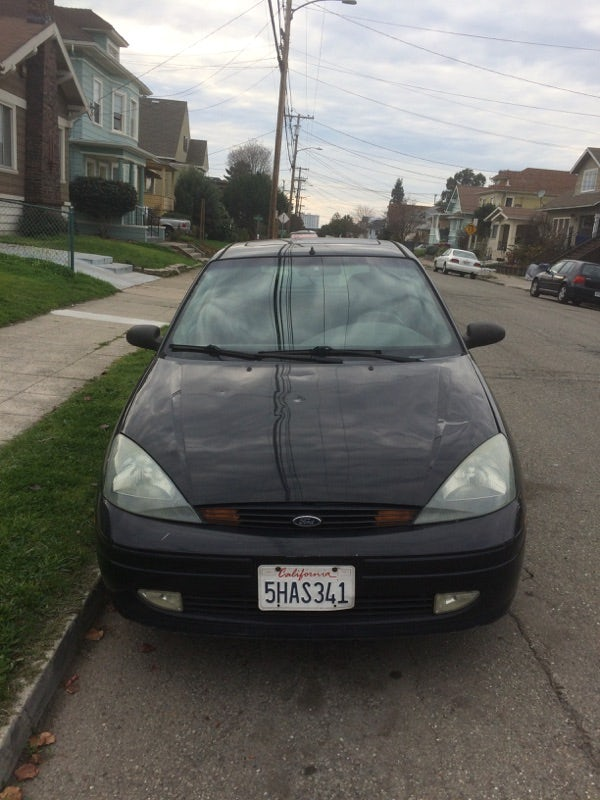 Junk 2004 Ford Focus in Oakland