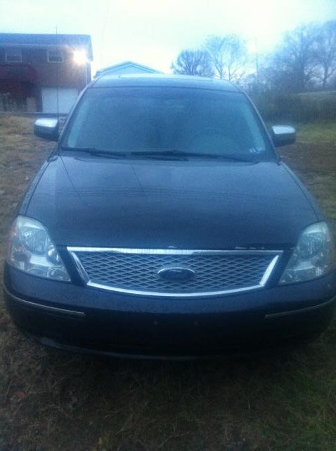 Junk 2006 Ford Five Hundred in Saint Albans