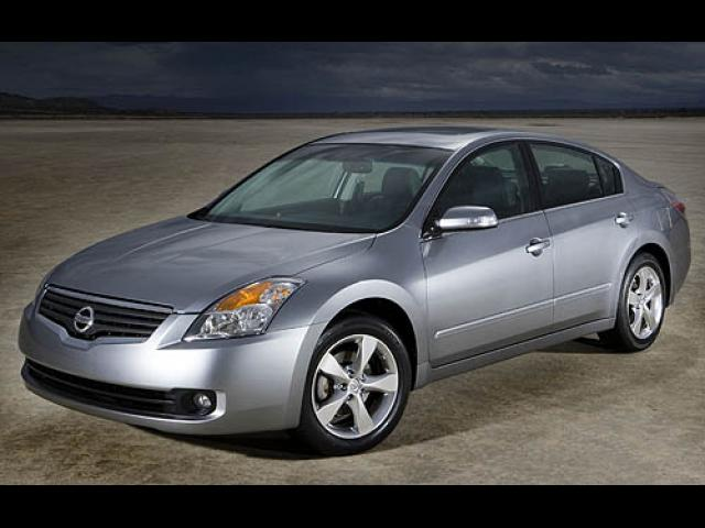 Junk 2007 Nissan Altima in Golden