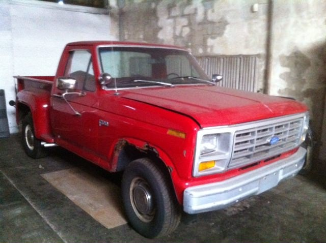 Junk 1982 Ford F100 in Detroit