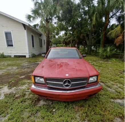 Junk 1985 Mercedes-Benz 500 in Clearwater