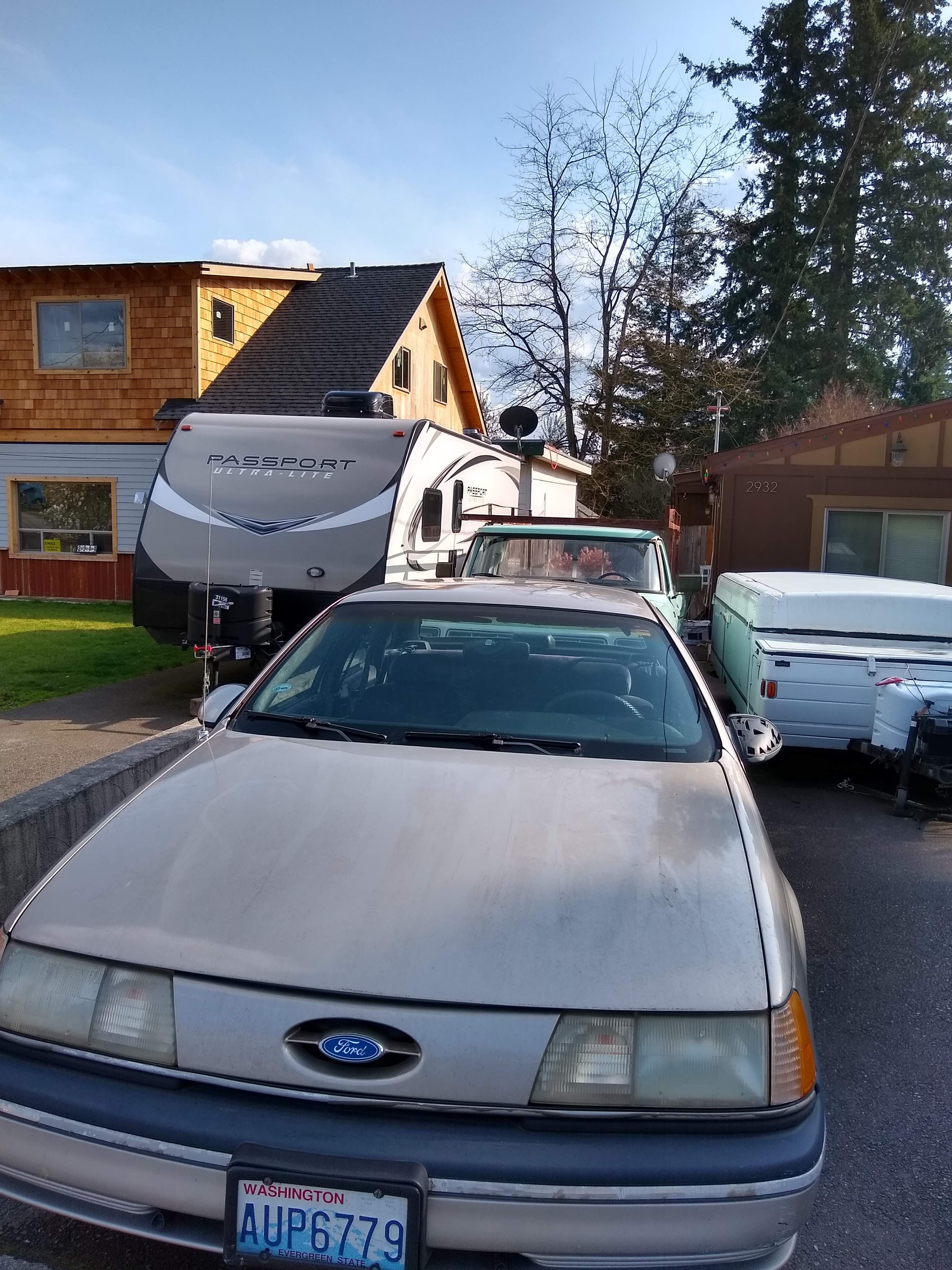 Junk 1990 Ford Taurus in Washougal