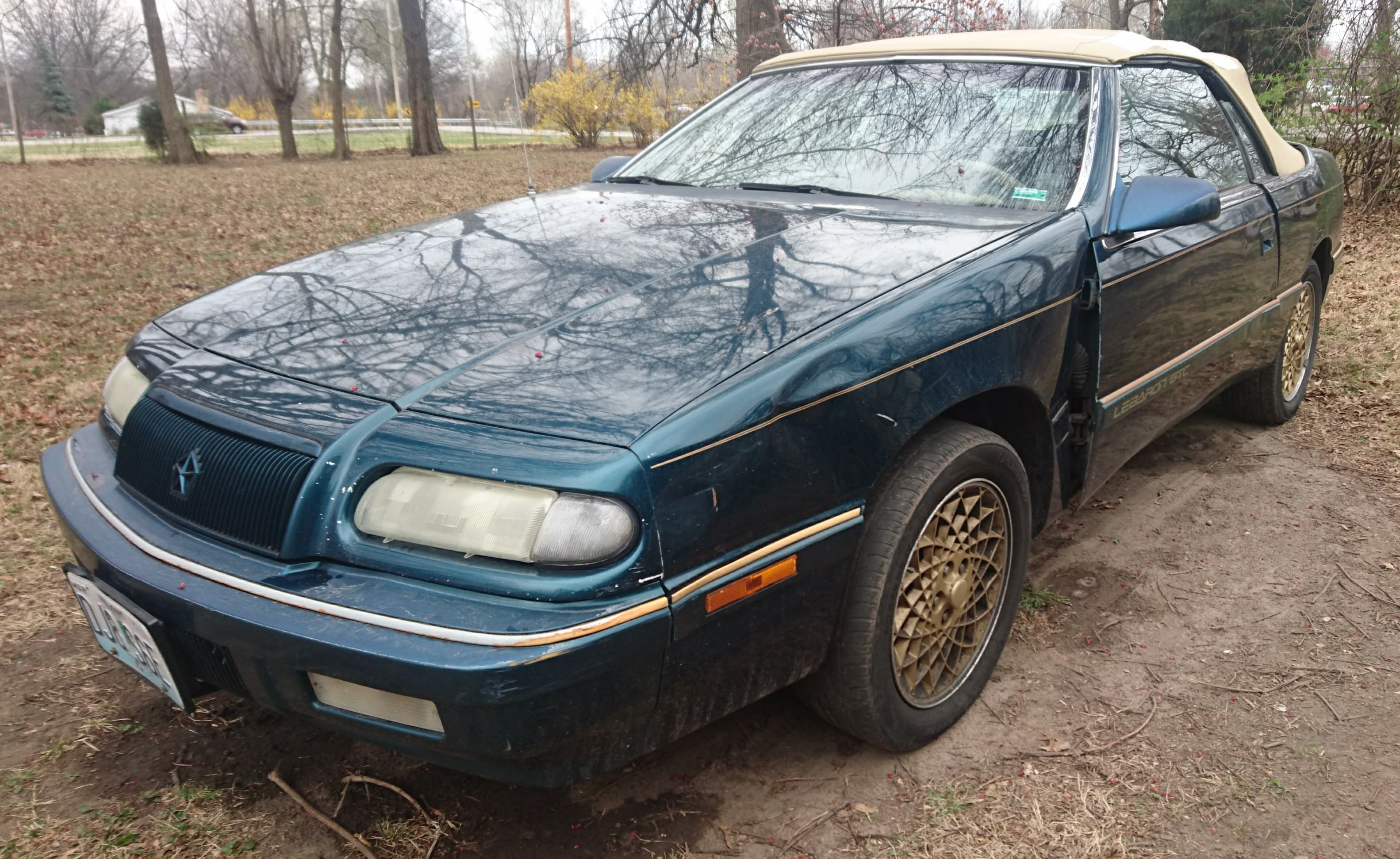 Junk 1994 Chrysler LeBaron in Independence