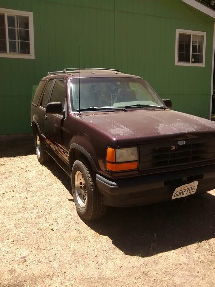 Junk 1994 Ford Explorer in Grass Valley