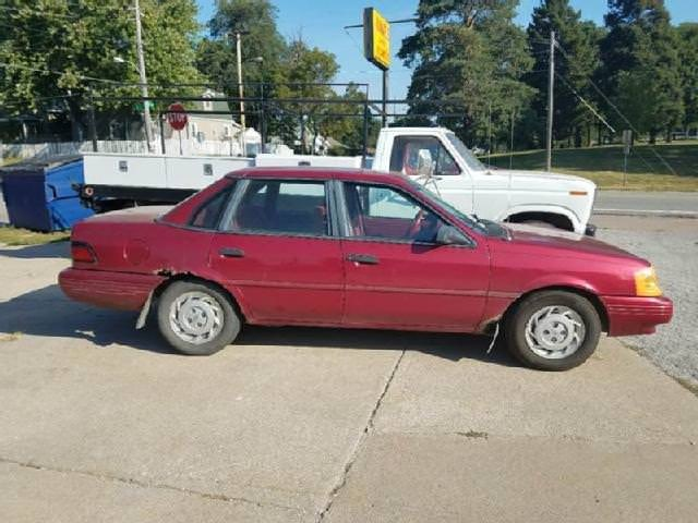 Junk 1994 Ford Tempo in Saint Louis