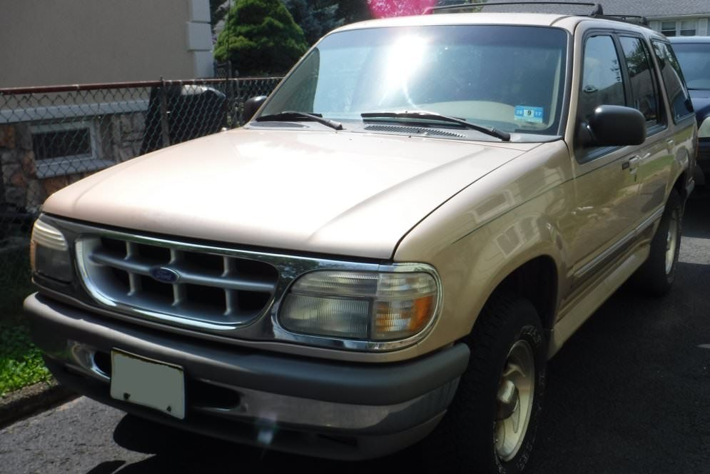 Junk 1995 Ford Explorer in Clifton