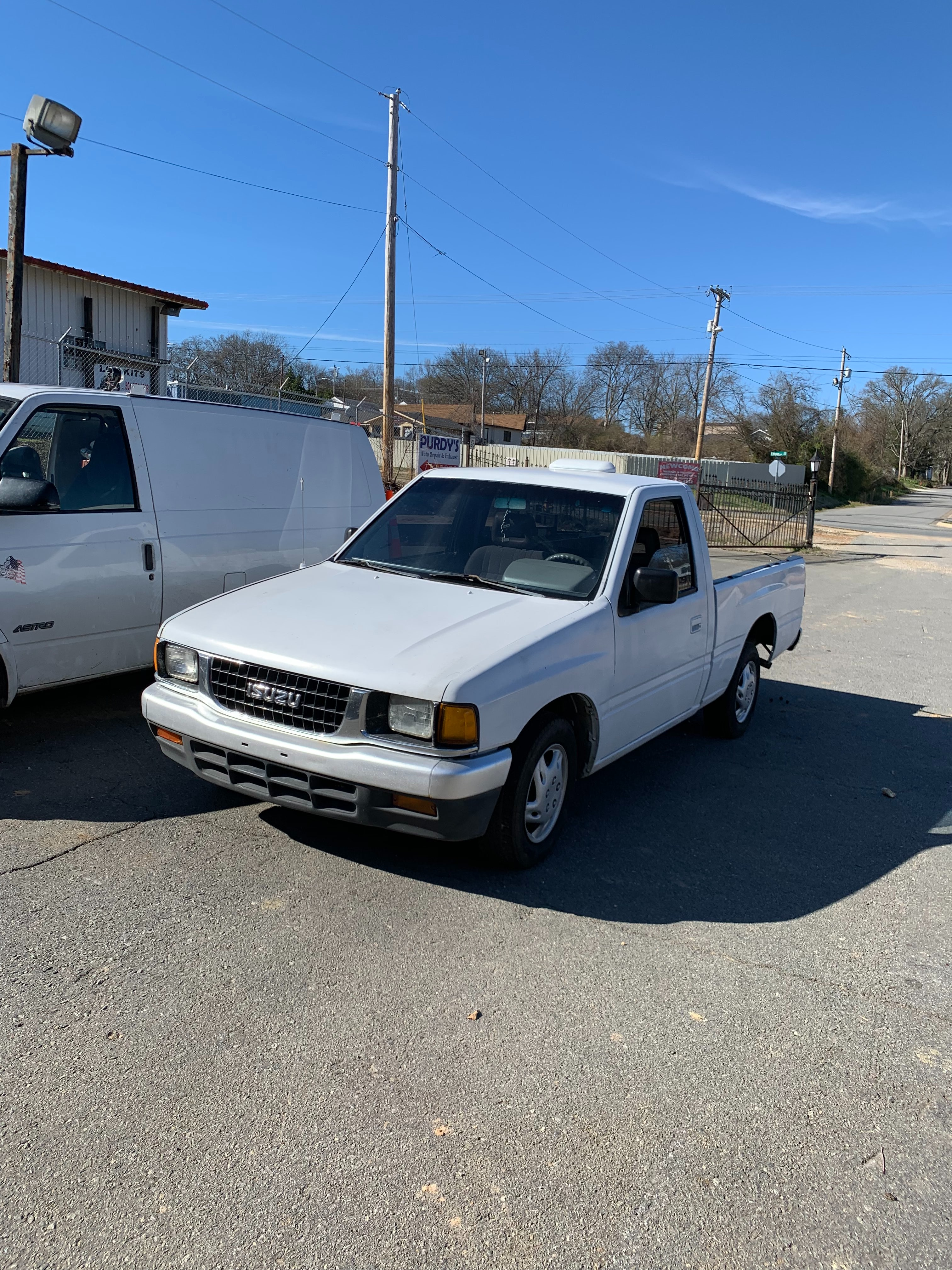 Junk 1995 Isuzu Conventional in Denton