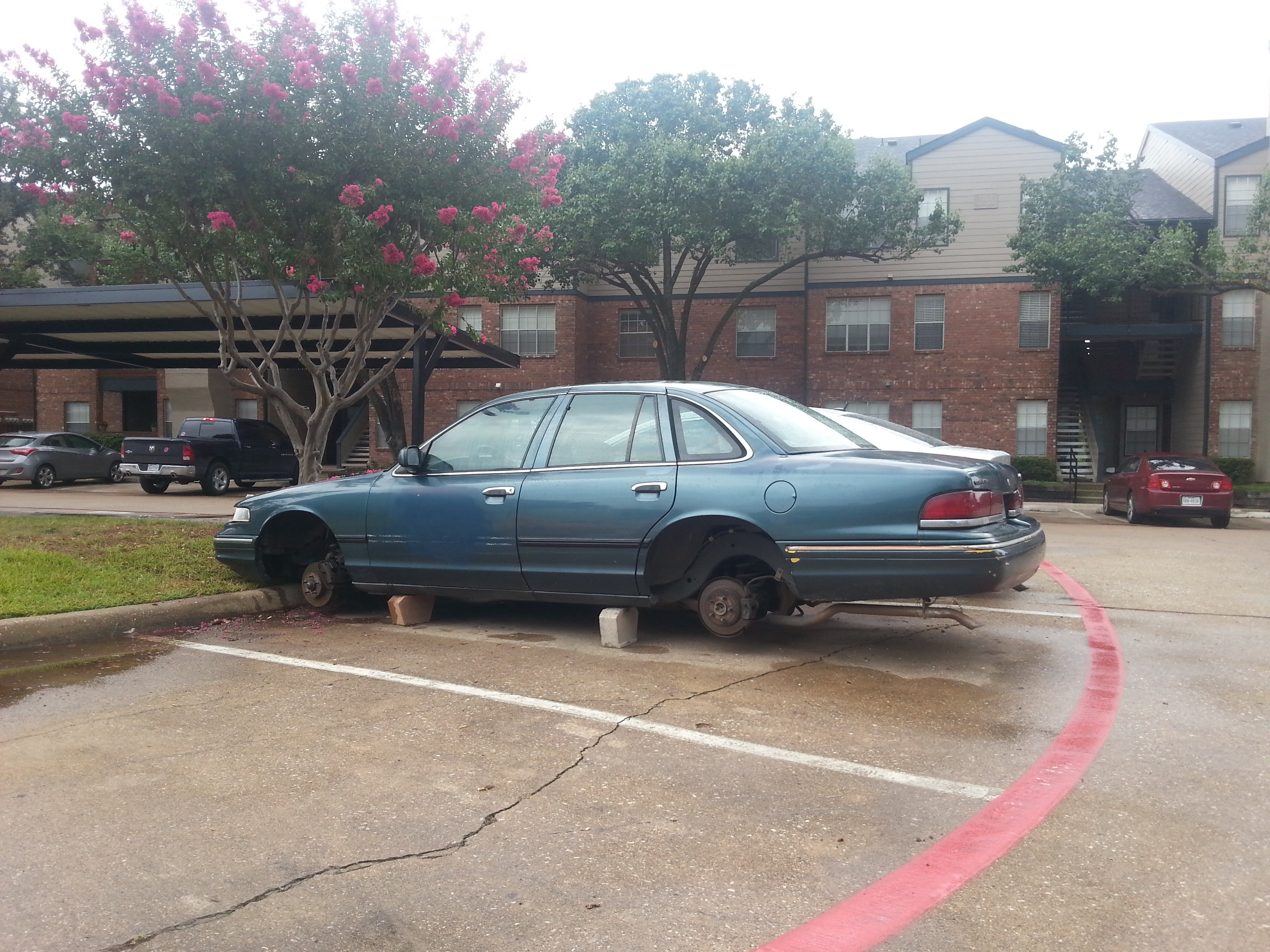 Junk 1996 Ford Crown Victoria in Irving