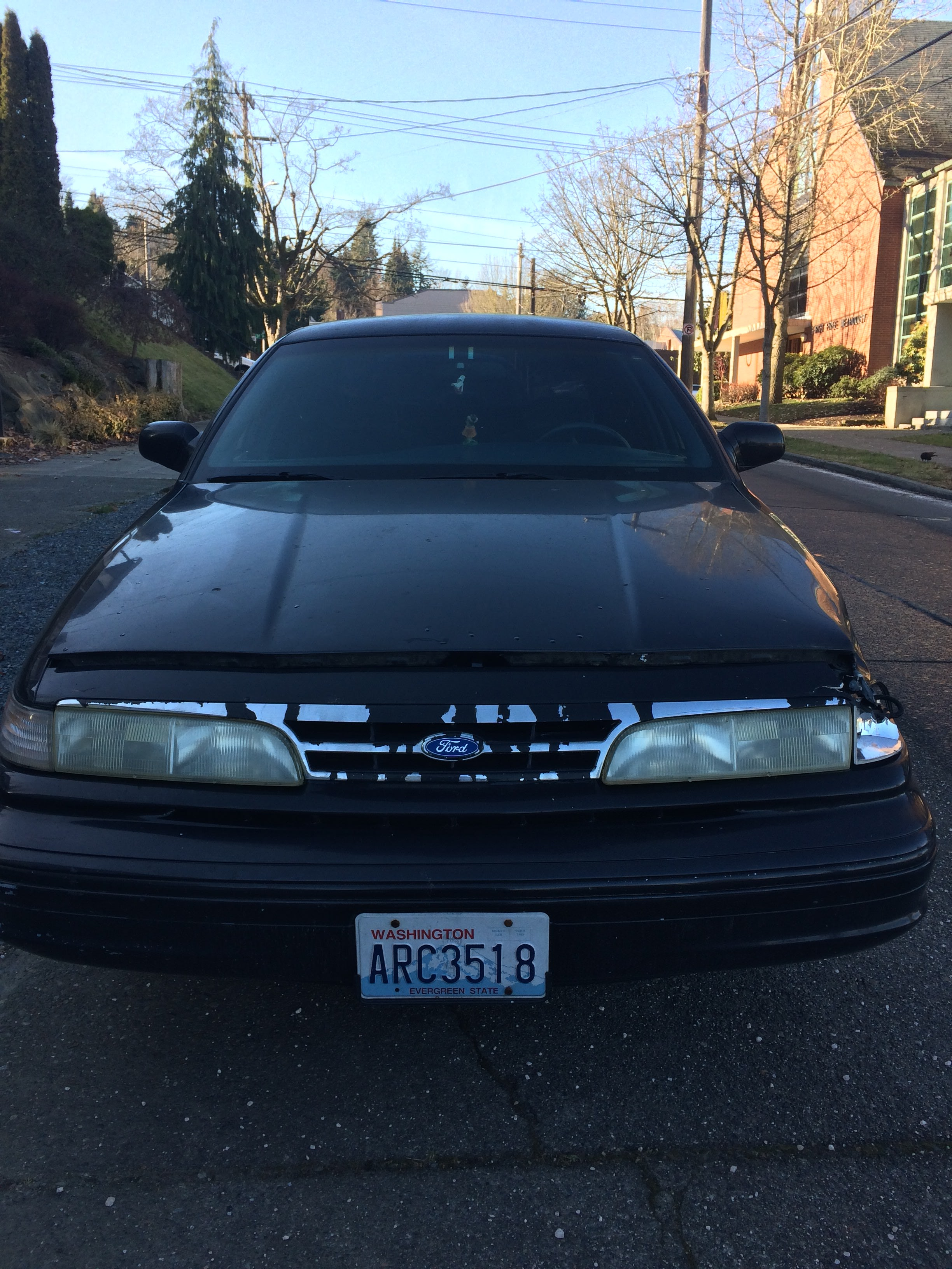 Junk 1996 Ford Crown Victoria in Seattle