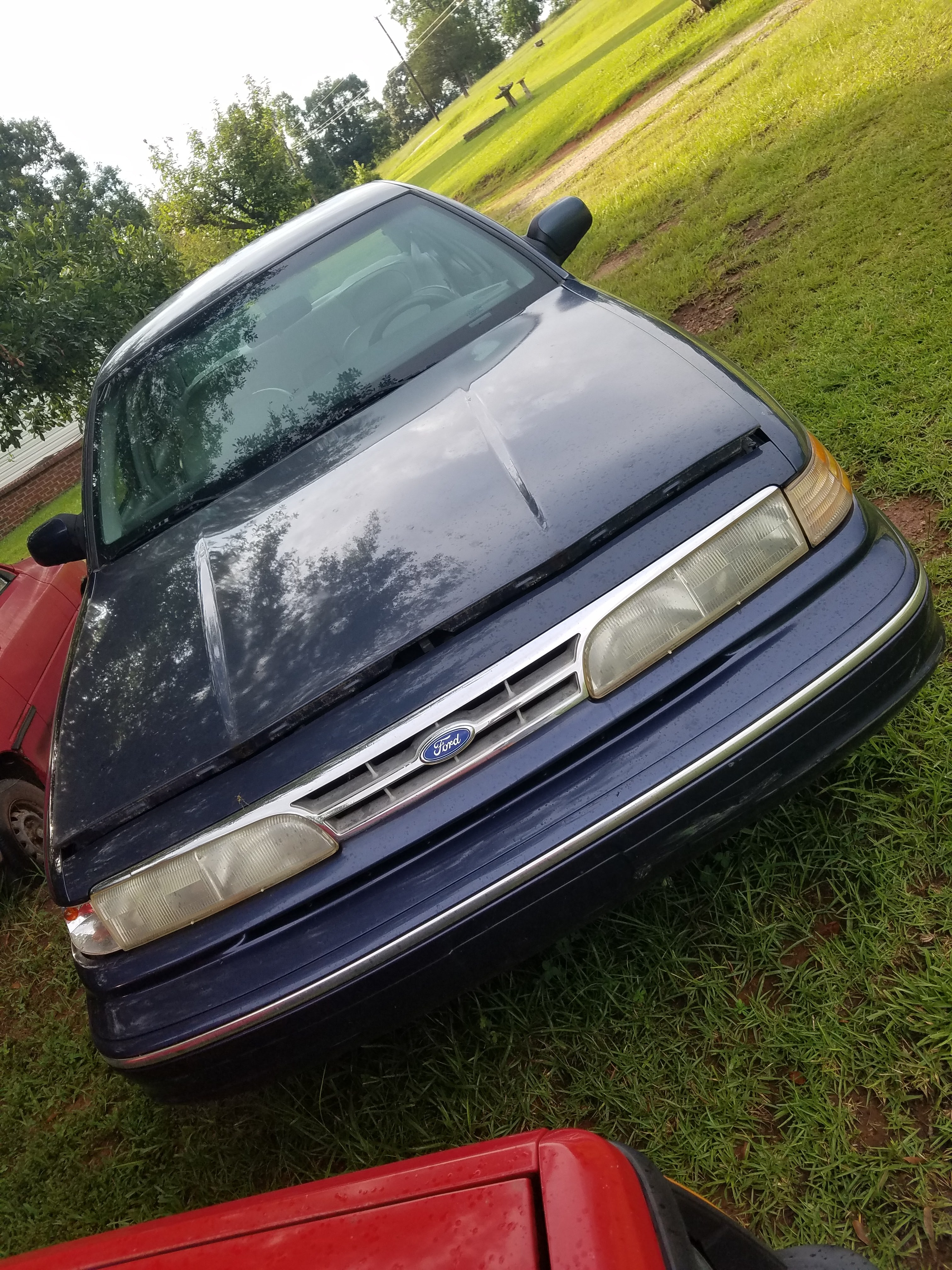 Junk 1996 Ford Crown Victoria in Travelers Rest