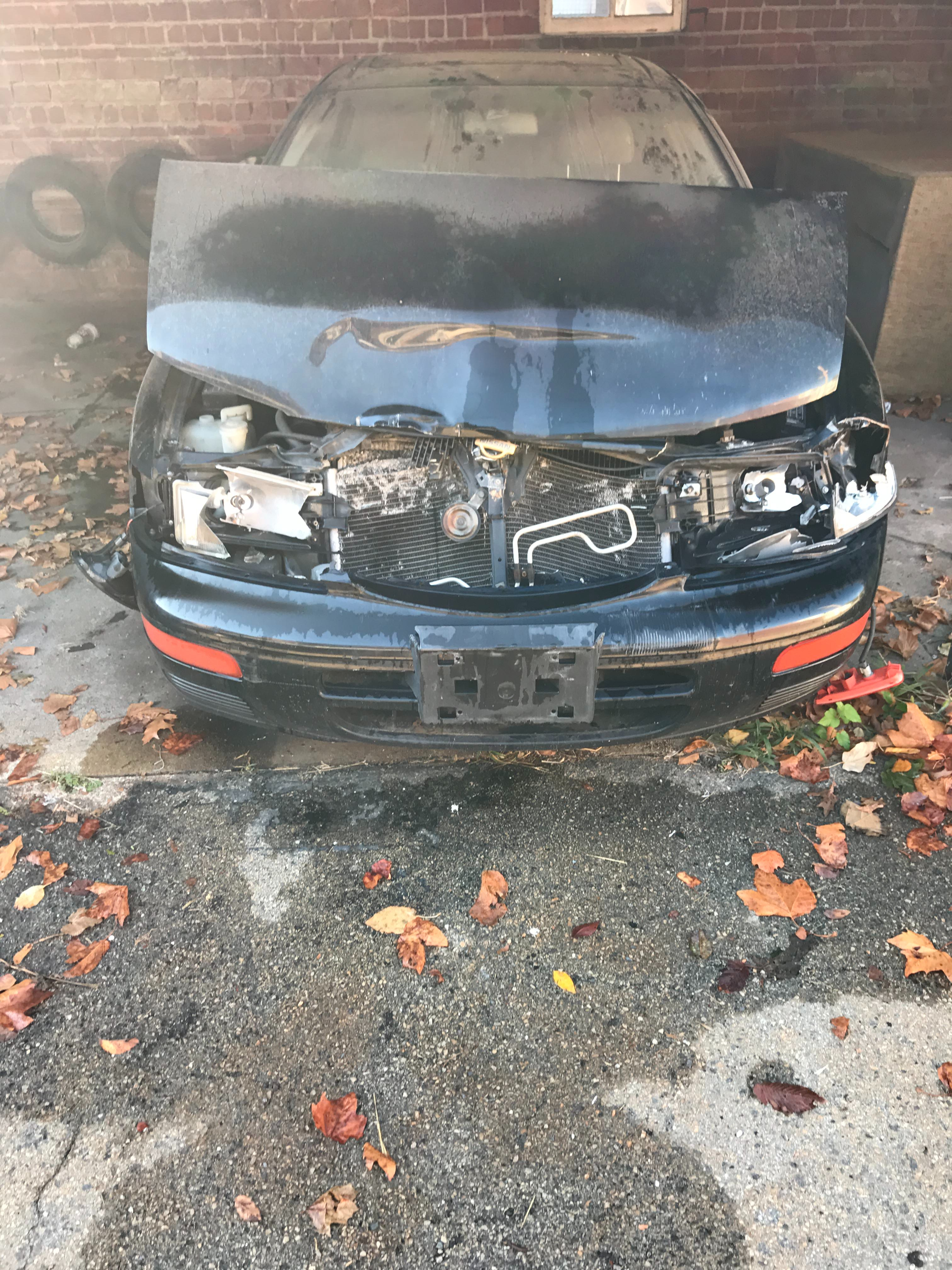 Junk 1996 Nissan Maxima in Saint Louis