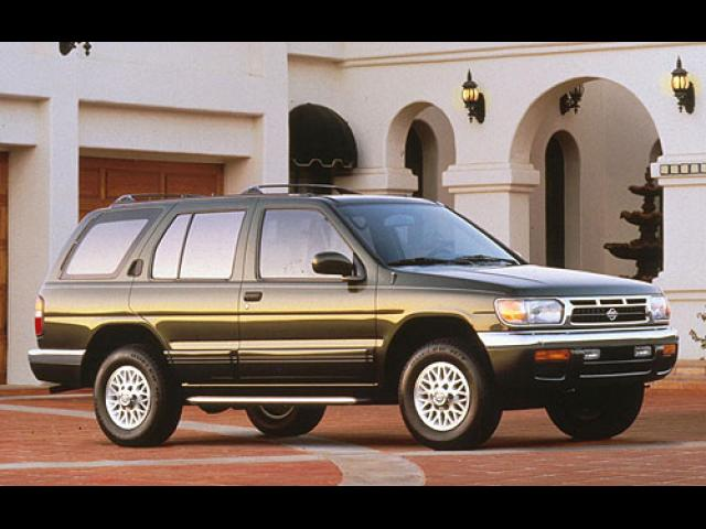 Junk 1996 Nissan Pathfinder in Fords