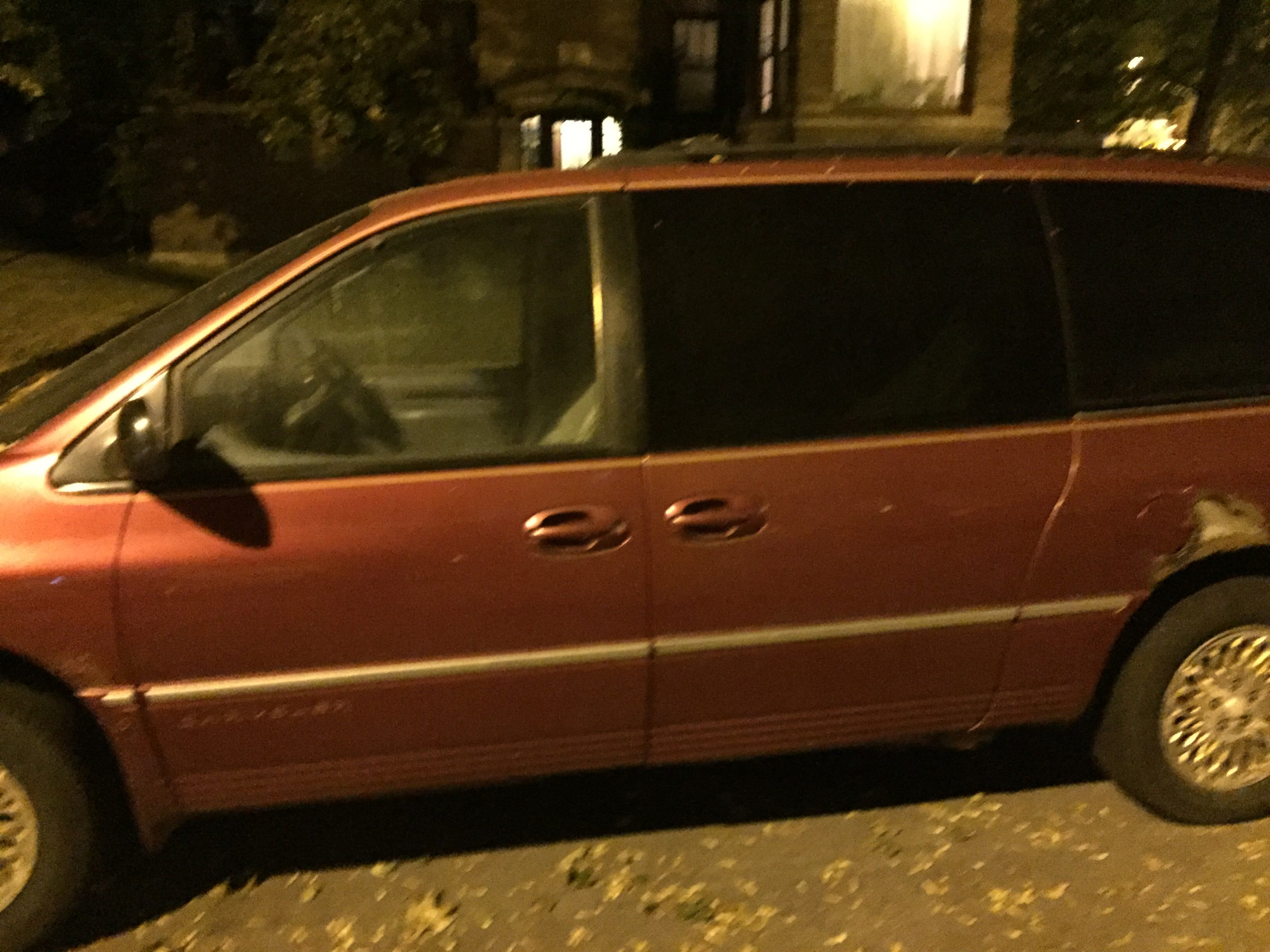 Junk 1997 Chrysler Town & Country in Chicago