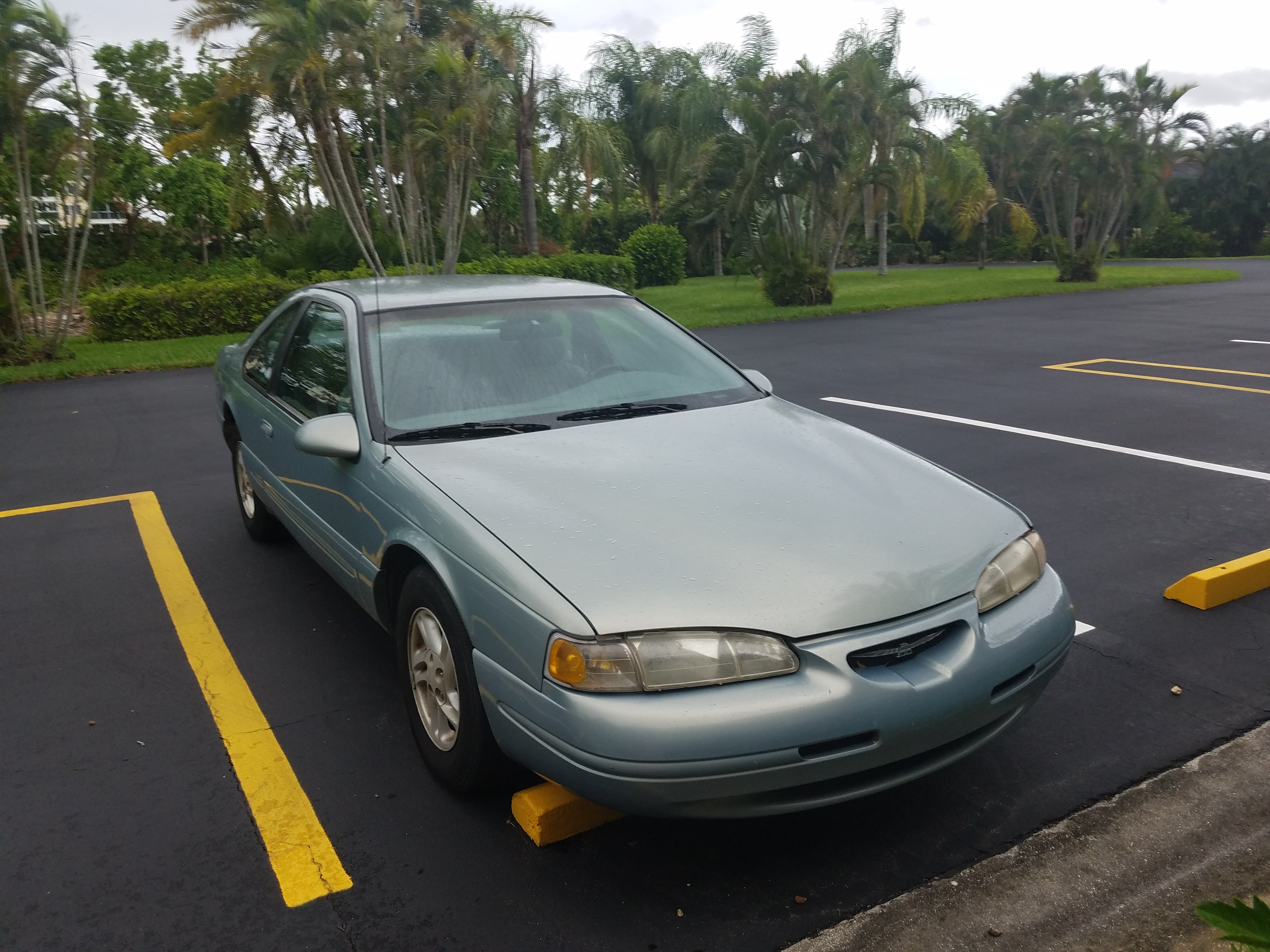 Junk 1997 Ford Thunderbird in Fort Myers