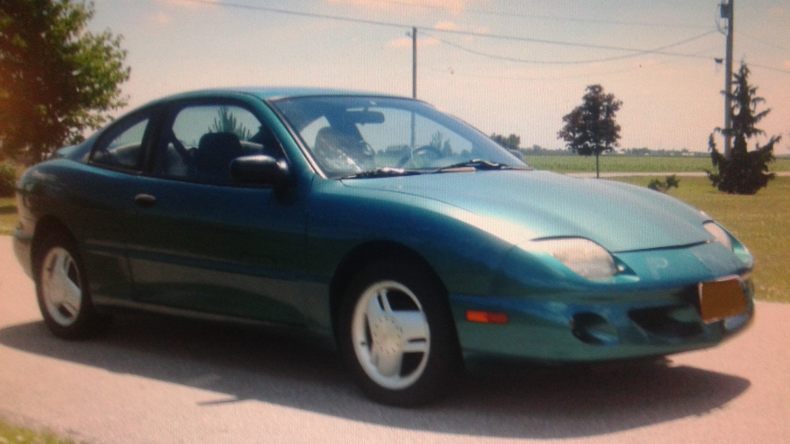 Junk 1997 Pontiac Sunfire in Bowling Green
