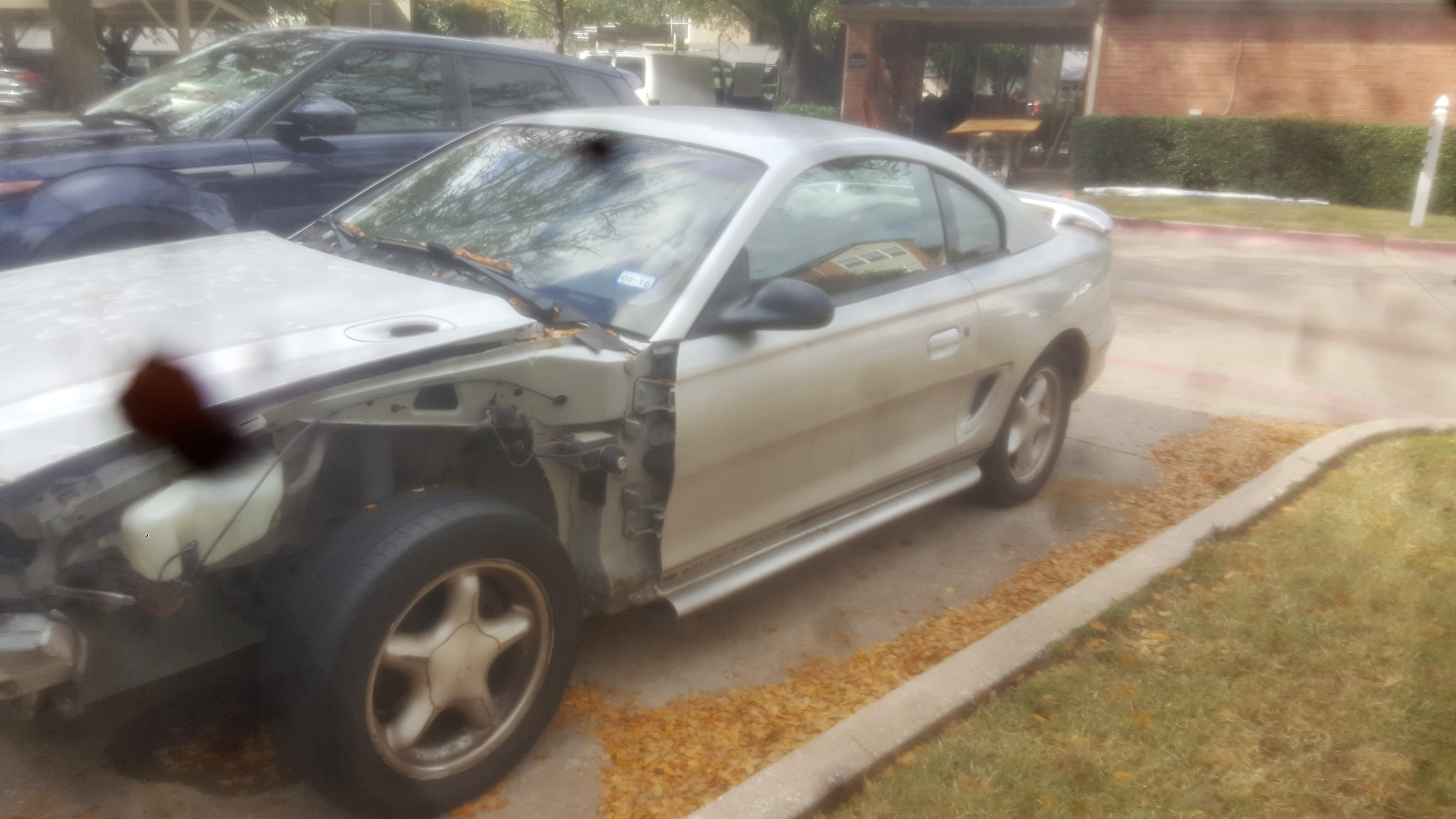 Junk 1998 Ford Mustang in Dallas