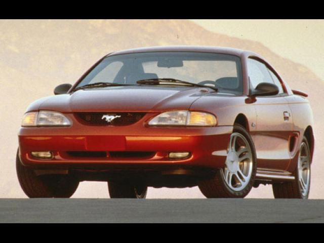 Junk 1998 Ford Mustang in Moreno Valley