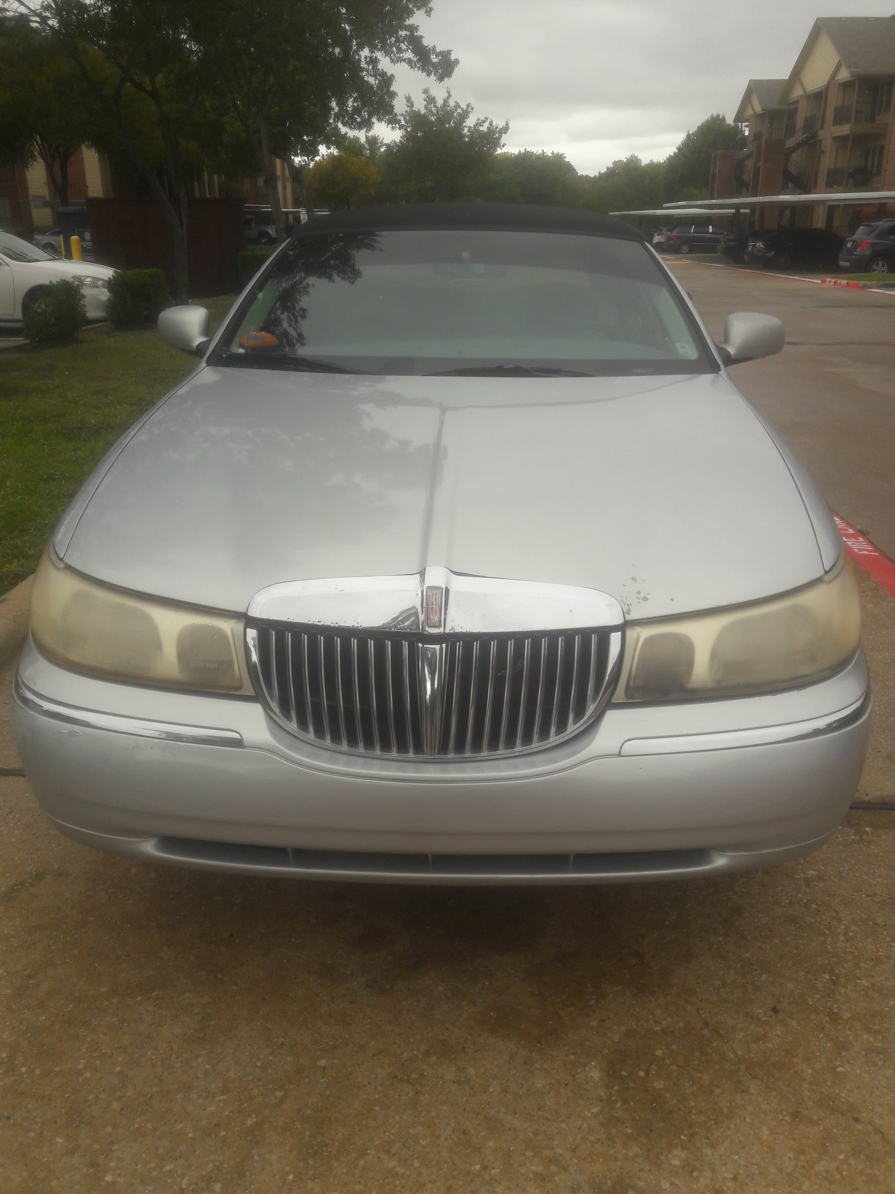 Junk 1998 Lincoln Town Car in Dallas
