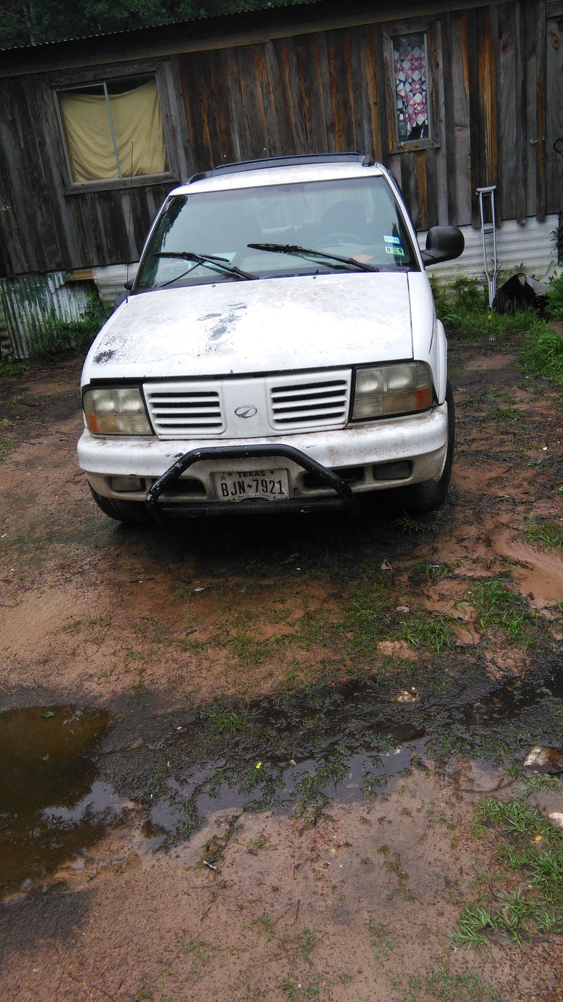 Junk 1998 Oldsmobile Bravada in Livingston