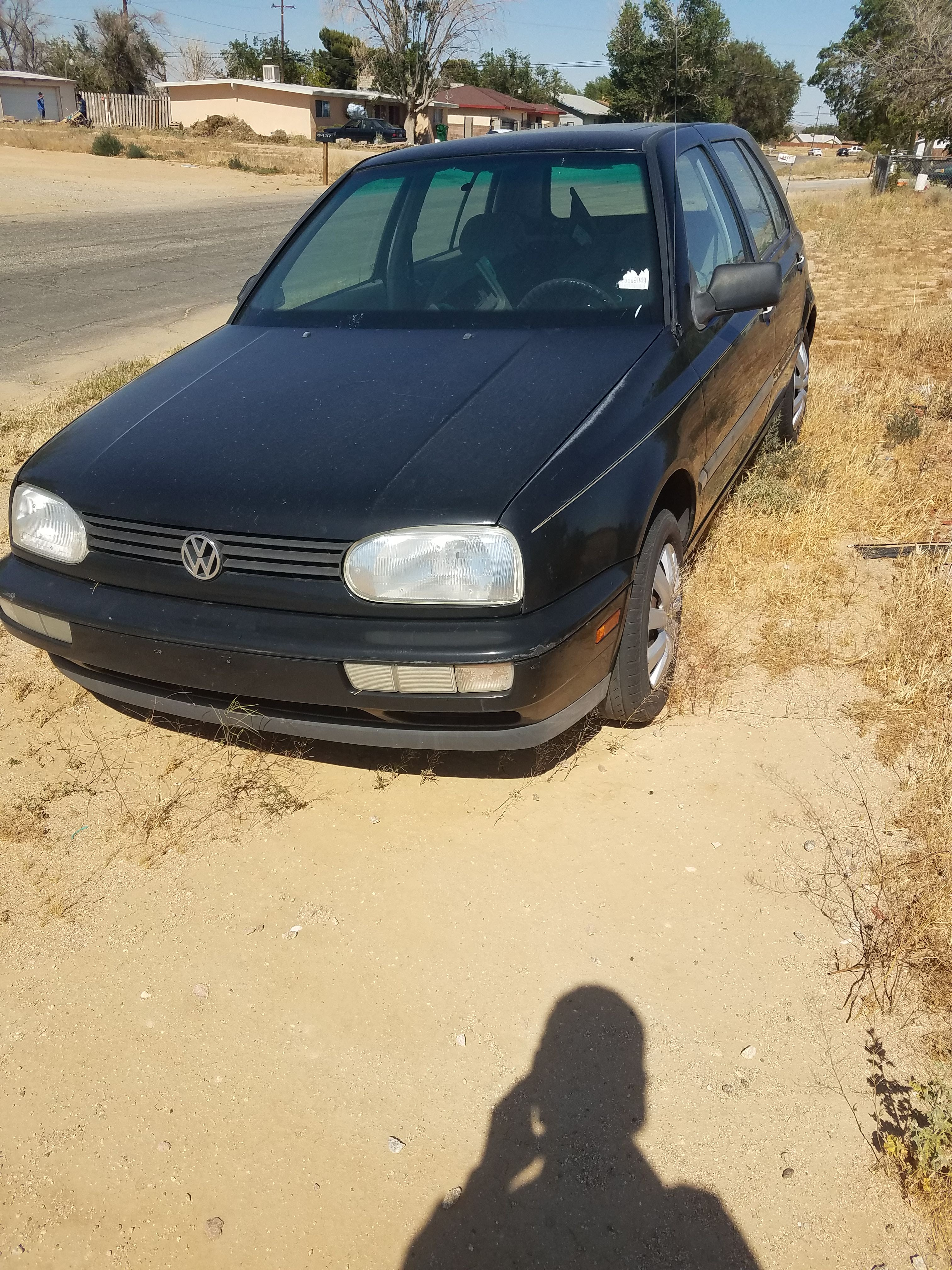 Junk 1998 Volkswagen Golf in California City