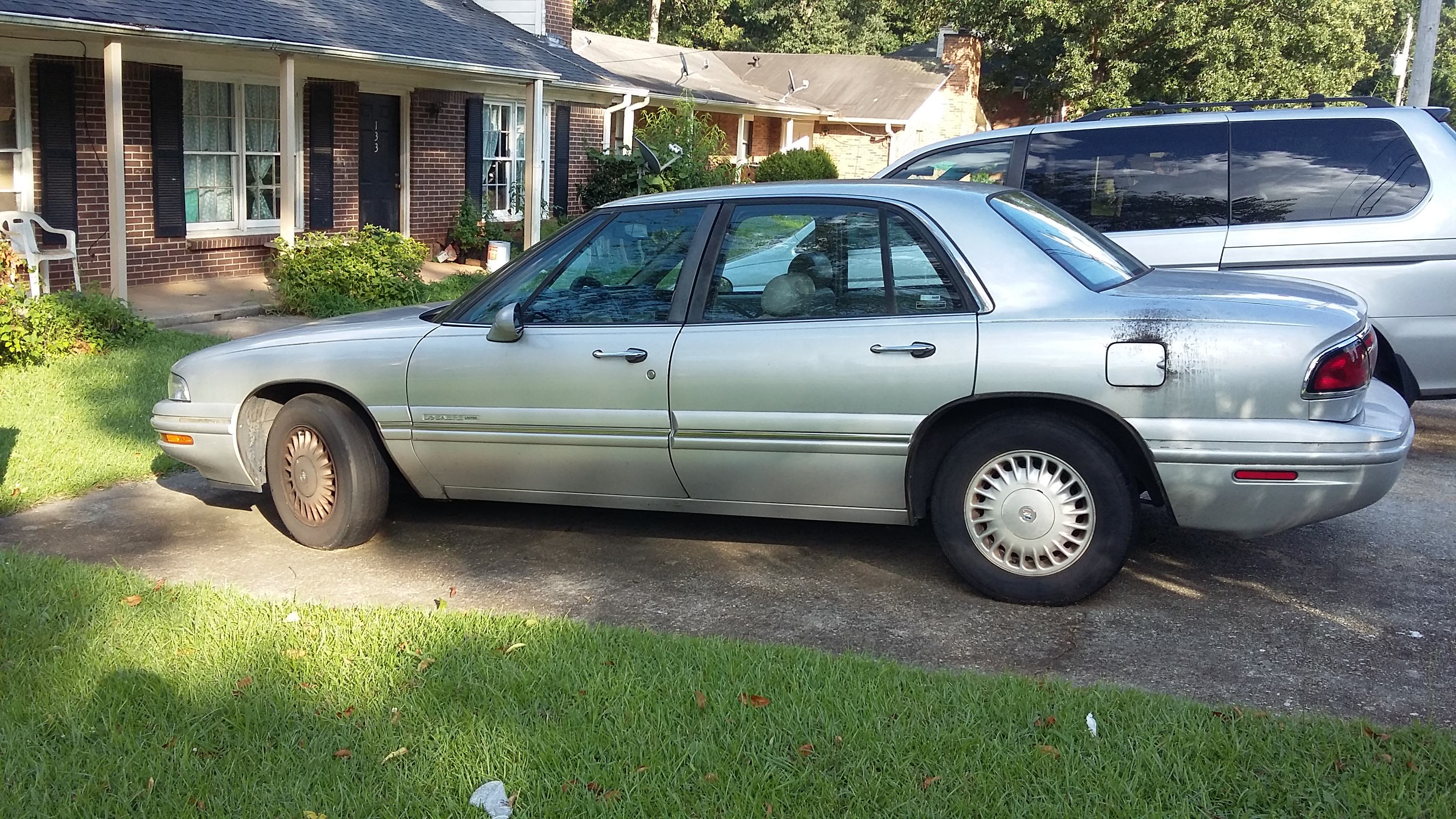 Junk 1999 Buick LeSabre in Lawrenceville
