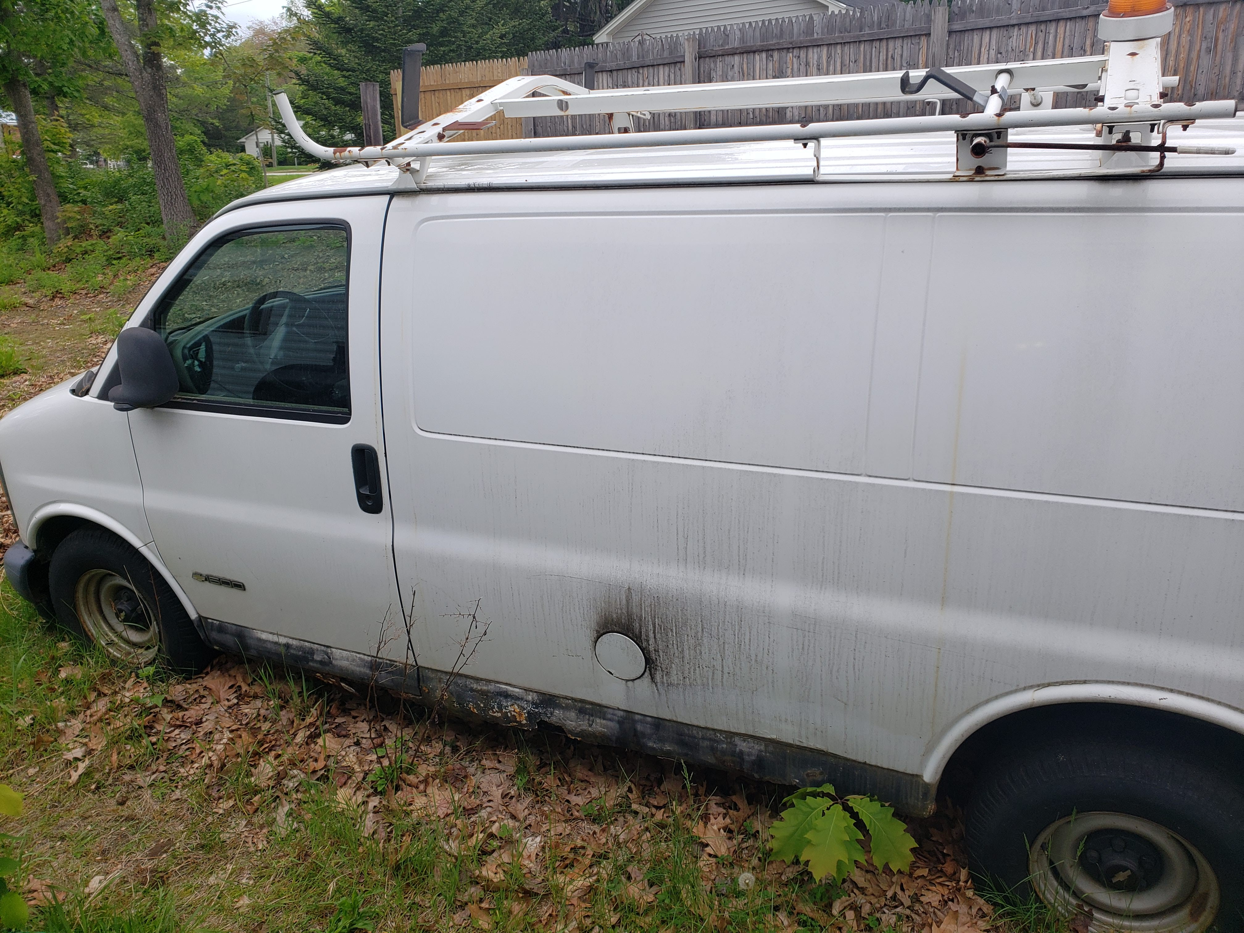 Junk 1999 Chevrolet Express G1500 in Franklin