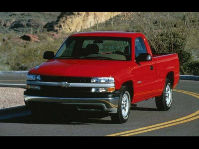 Junk 1999 Chevrolet Silverado in East Troy