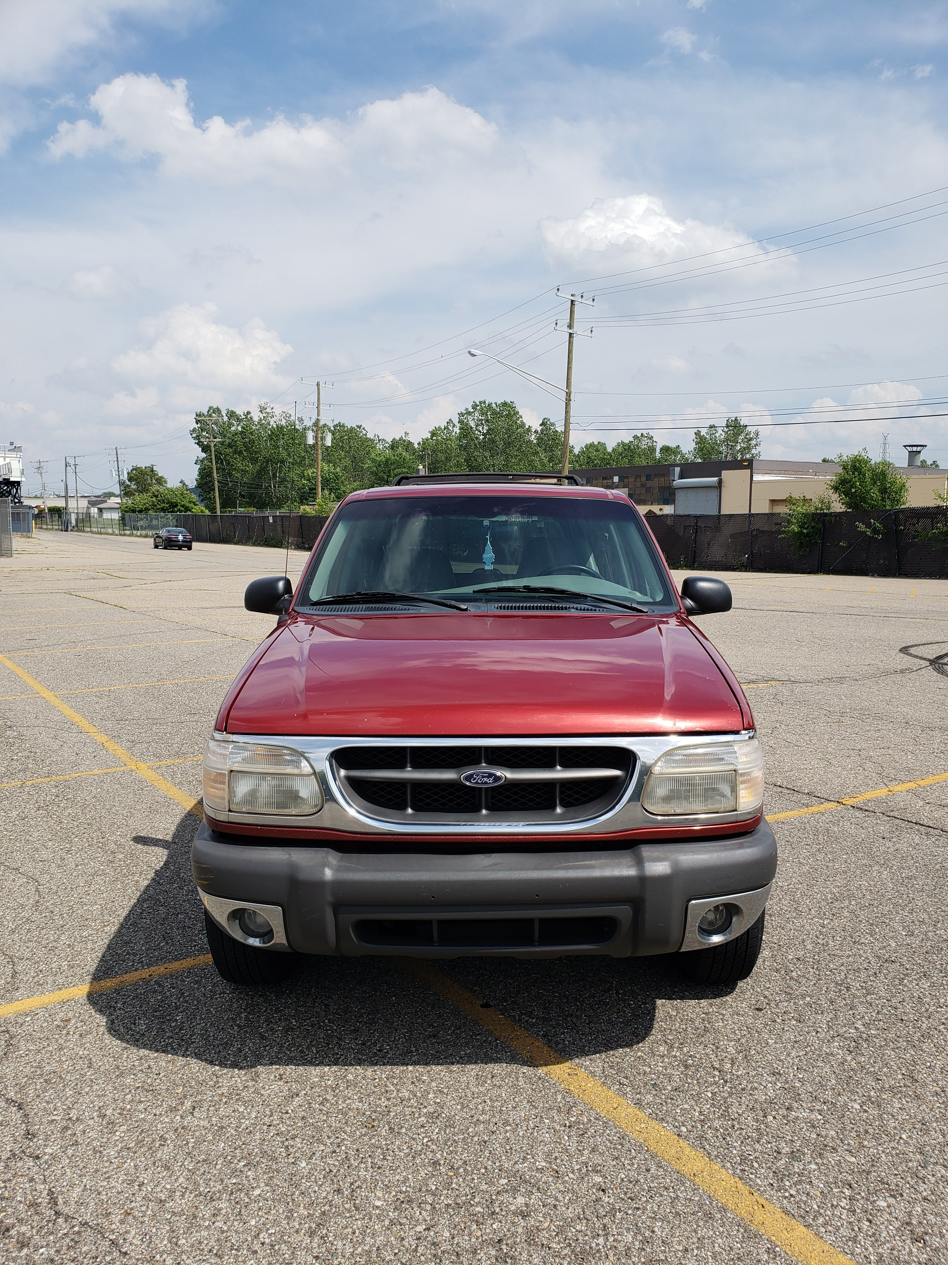 Junk 1999 Ford Explorer in Redford