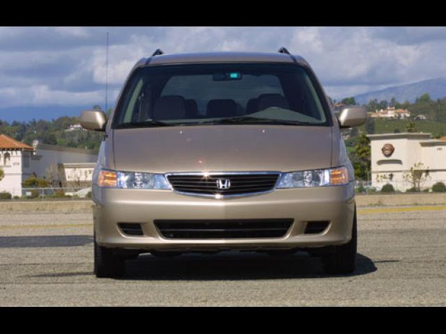 Junk 1999 Honda Odyssey in Saddle Brook