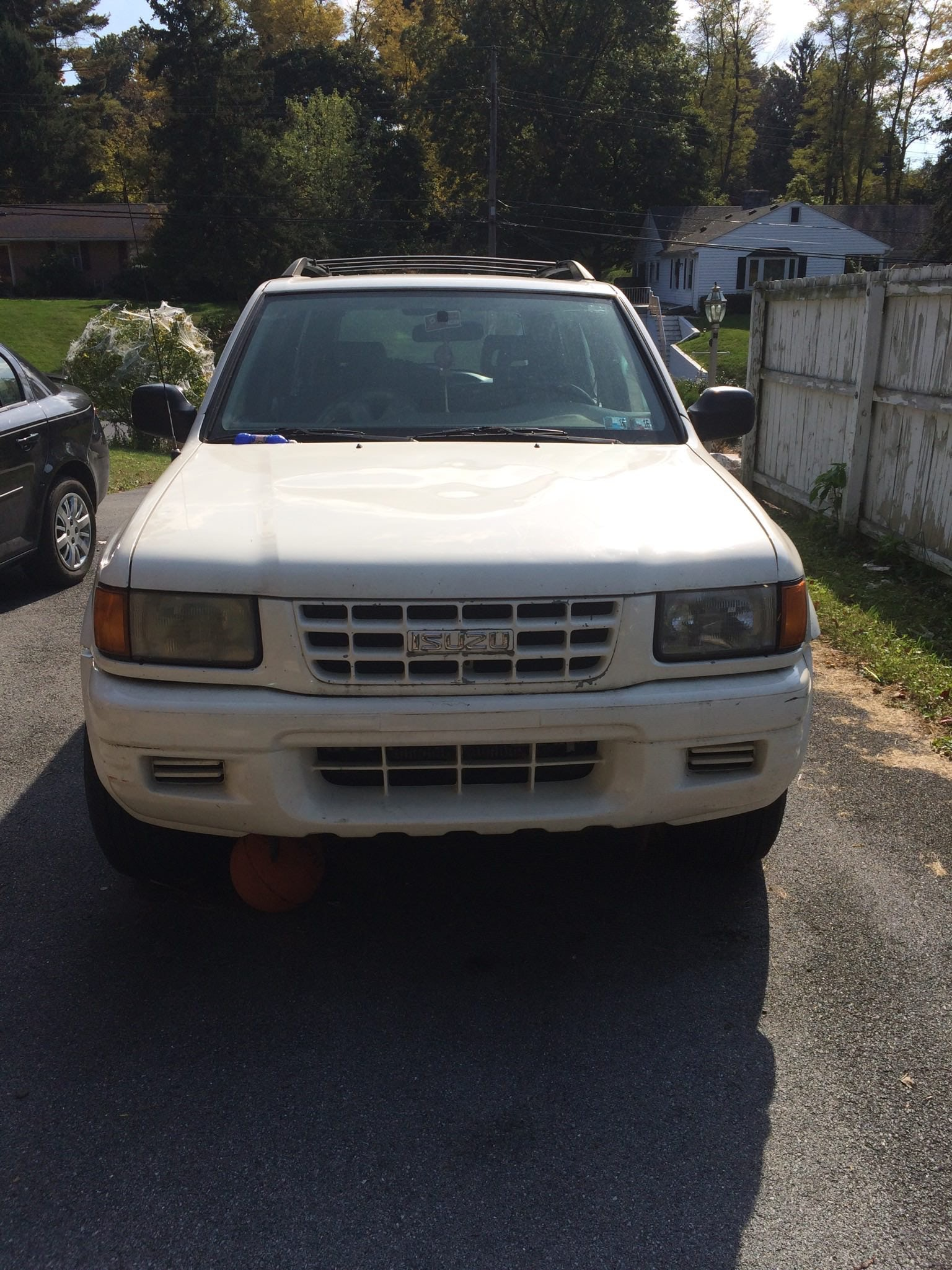 Junk 1999 Isuzu Rodeo in Harrisburg