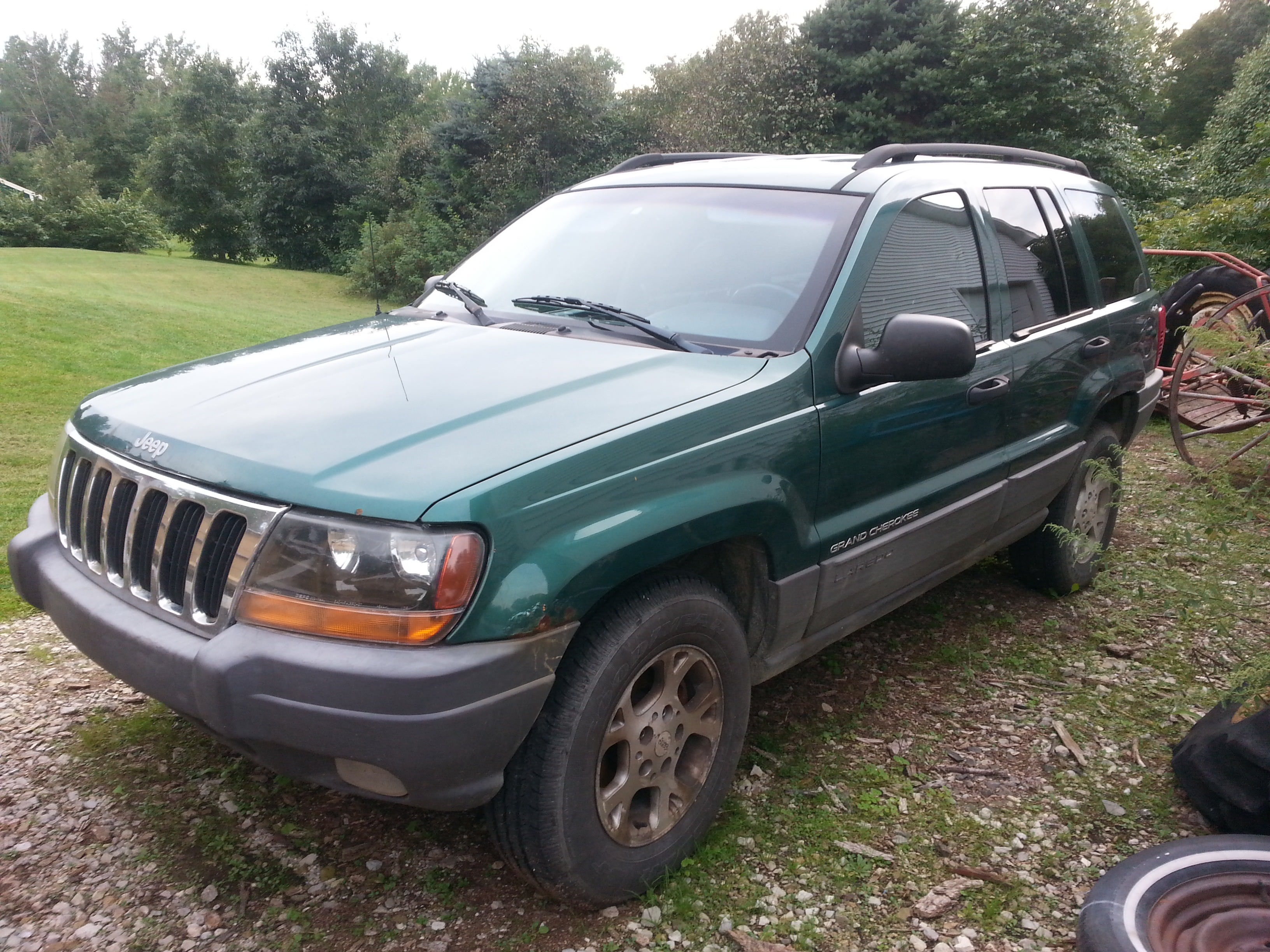 Junk 1999 Jeep Grand Cherokee in Fowlerville