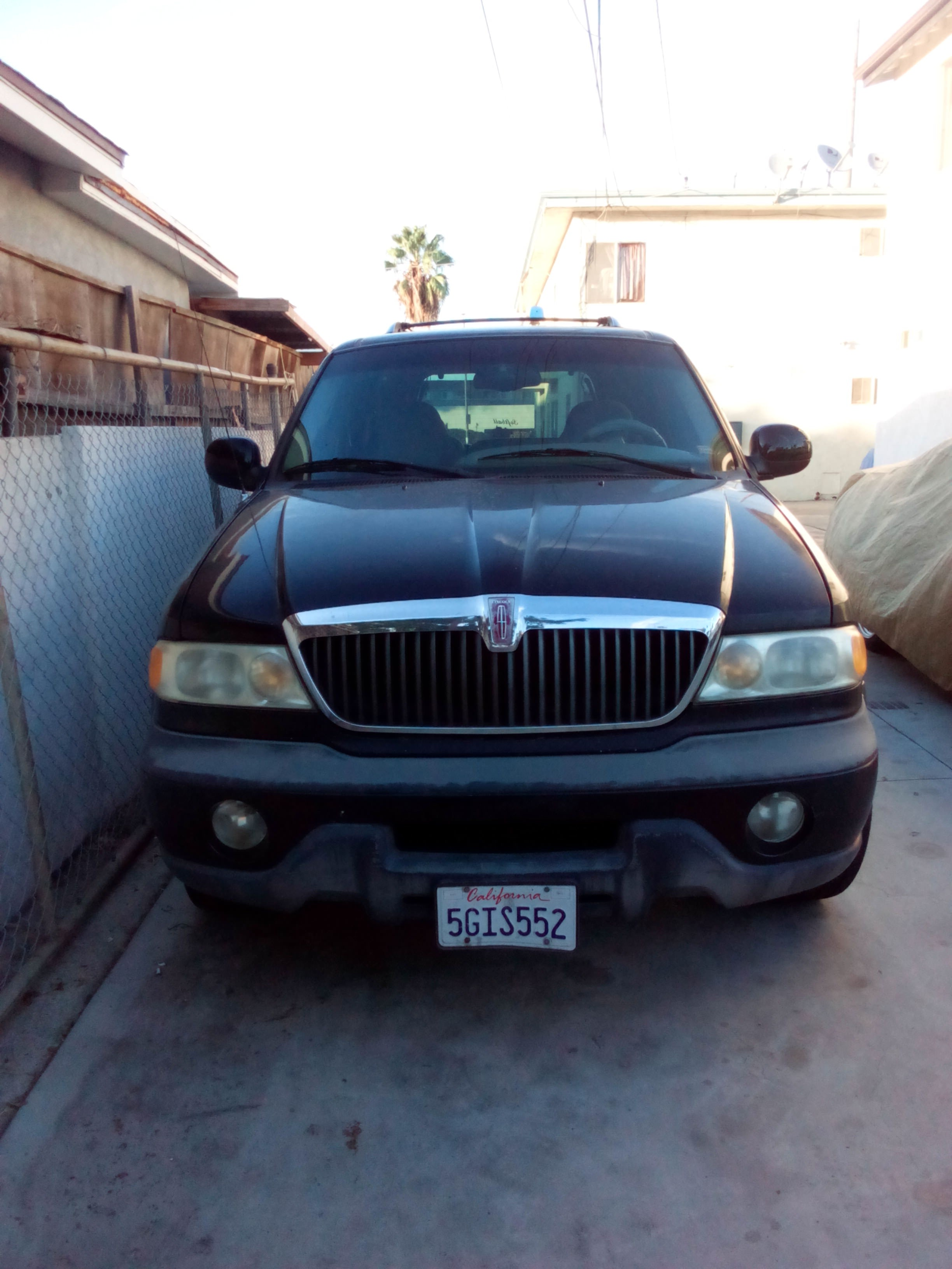 Junk 1999 Lincoln Navigator in Harbor City