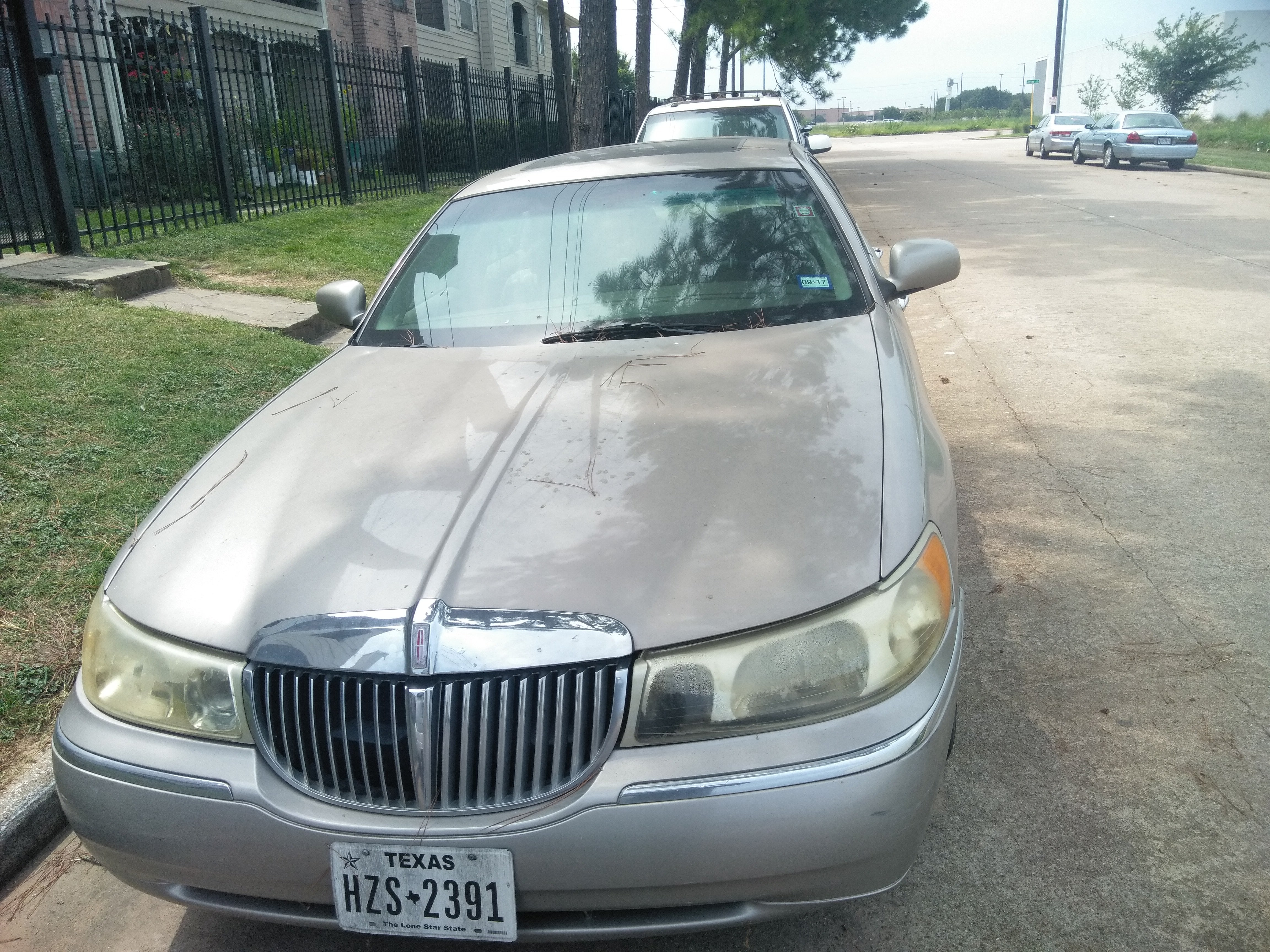Junk 1999 Lincoln Town Car in Houston
