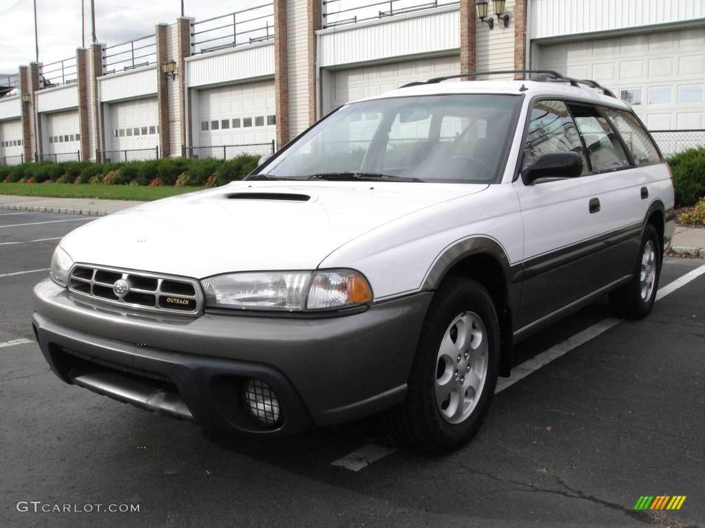 Junk 1999 Subaru Legacy in Oregon City