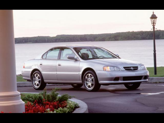 Junk 2000 Acura 3.2TL in Industrial Hillside