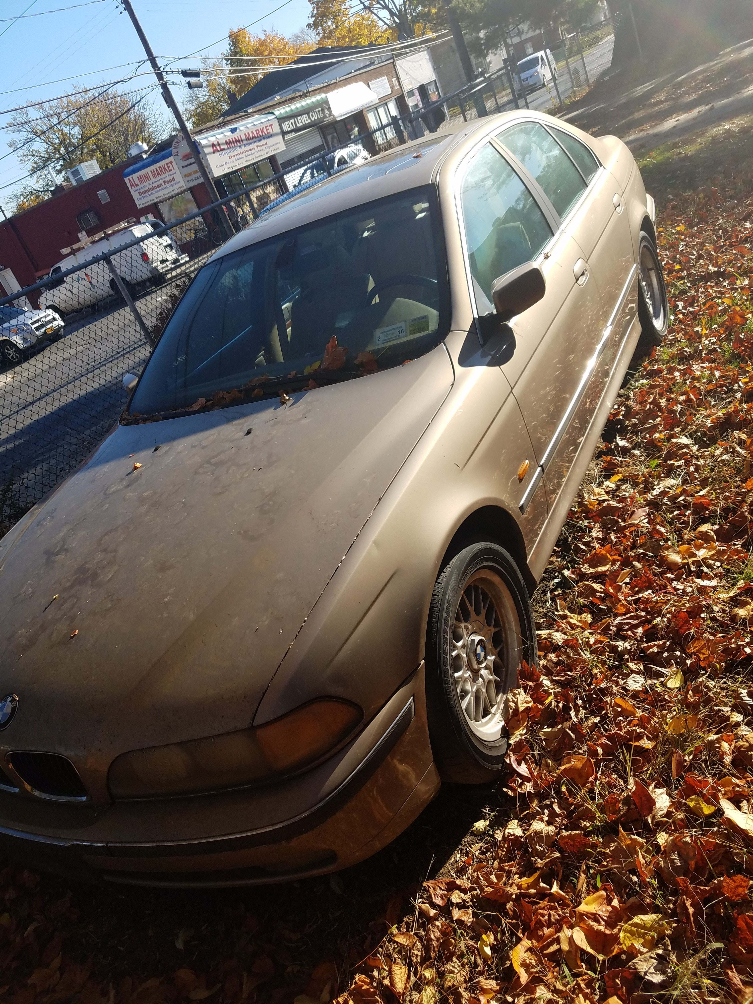 Junk 2000 BMW 528 in Rosedale