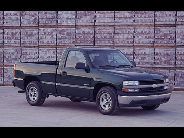 Junk 2000 Chevrolet Silverado in Long Beach