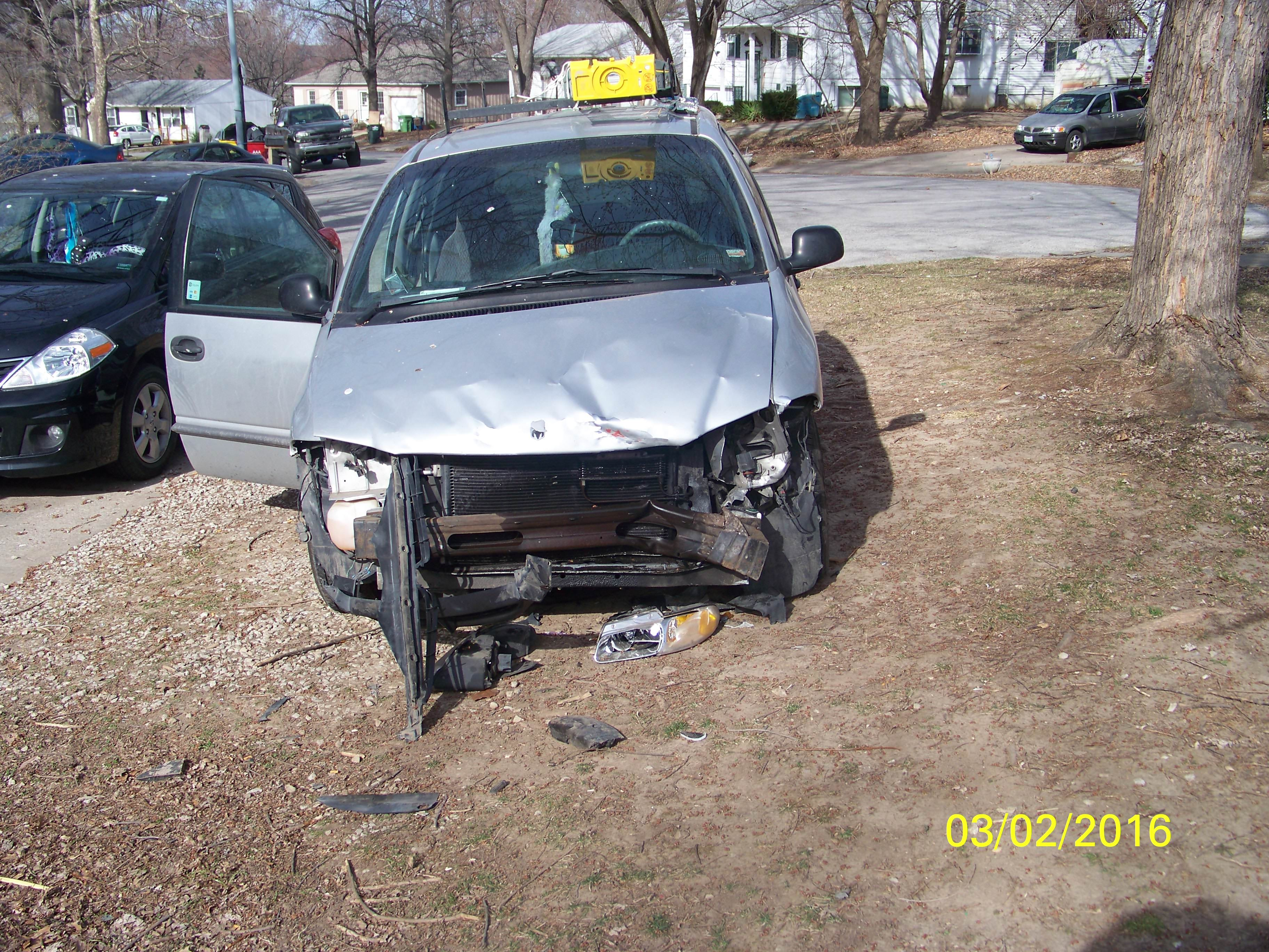 Junk 2000 Dodge Caravan in Independence