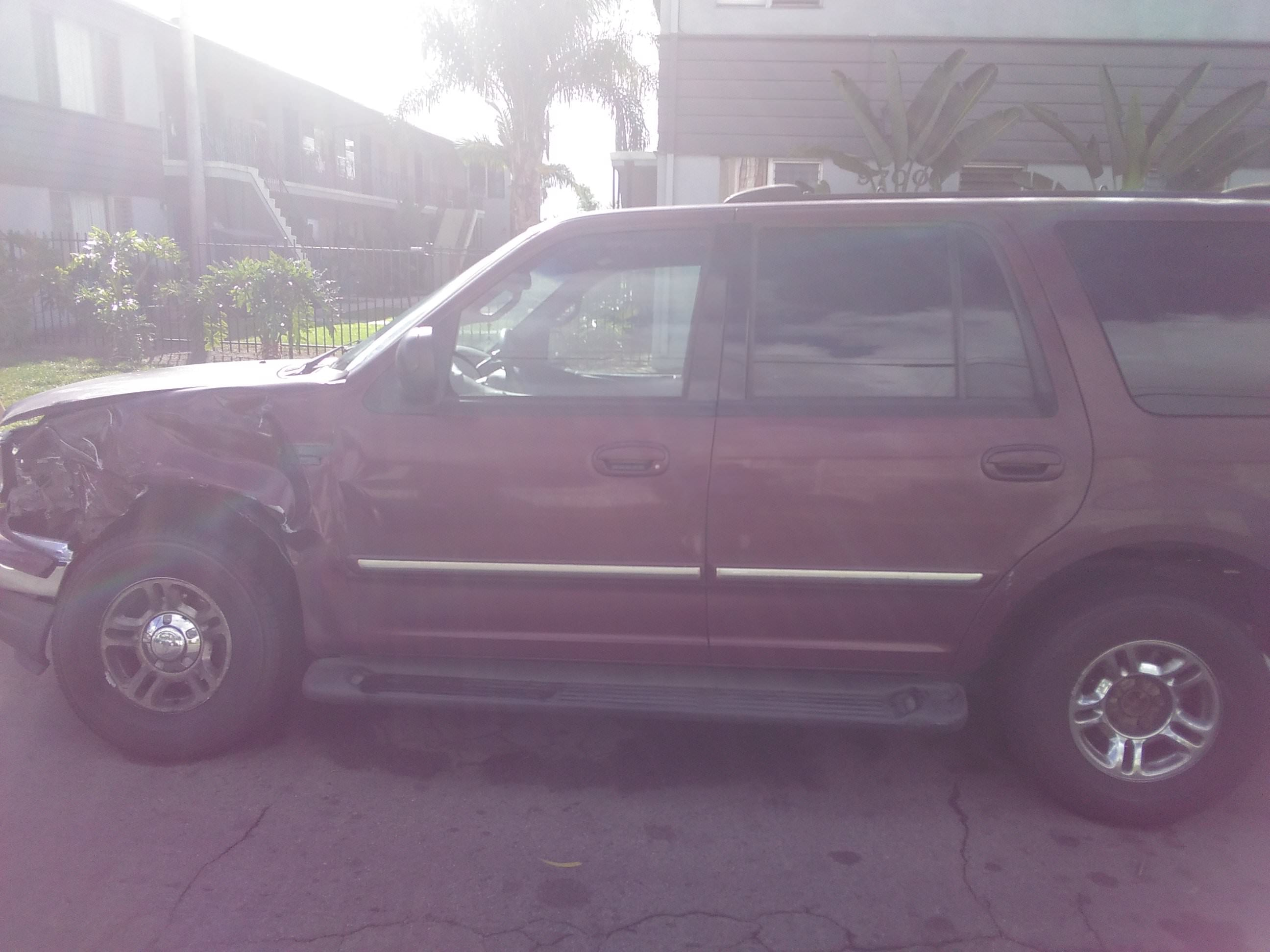 Junk 2000 Ford Expedition in Bellflower