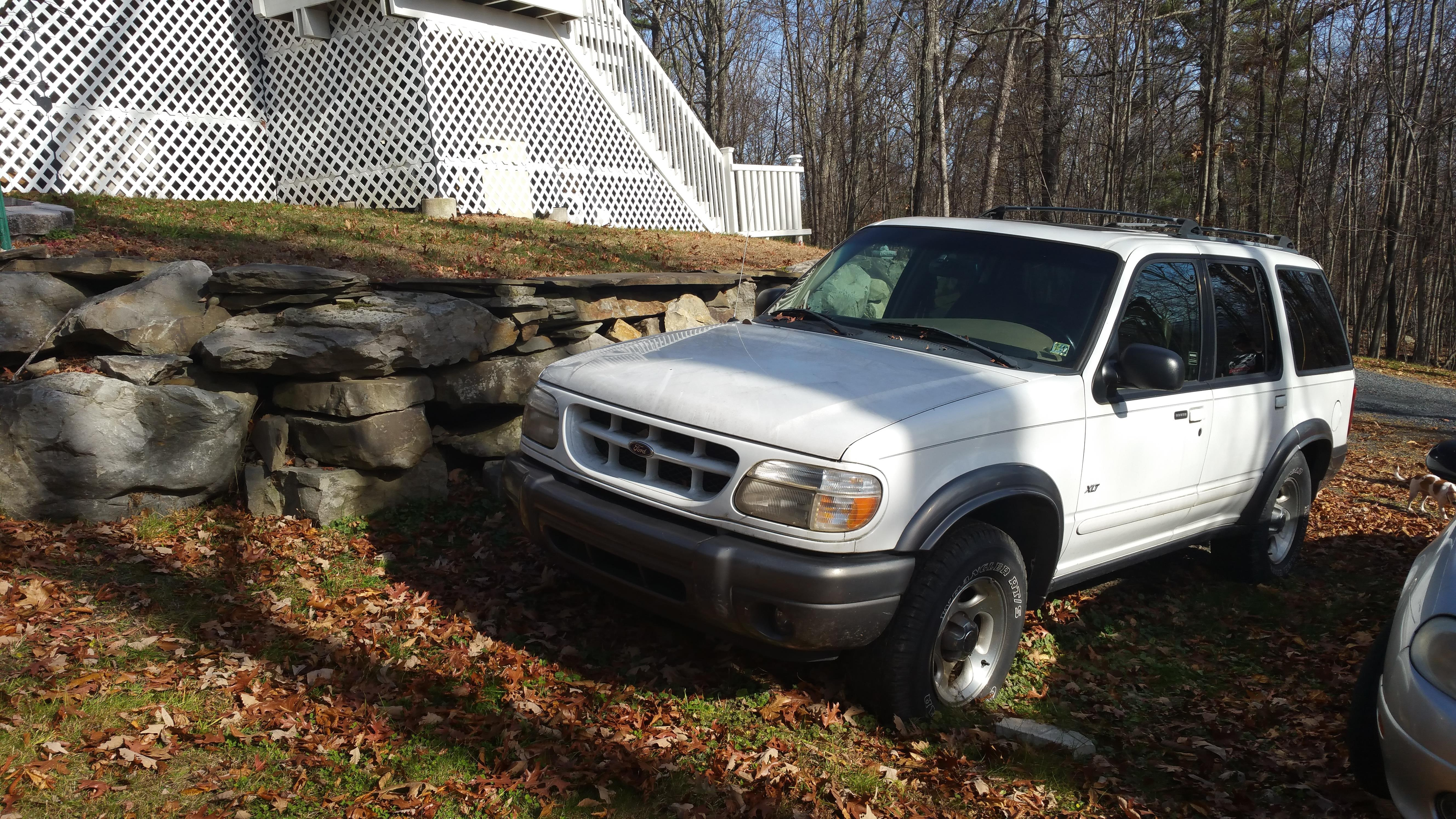 Junk 2000 Ford Explorer in Dingmans Ferry