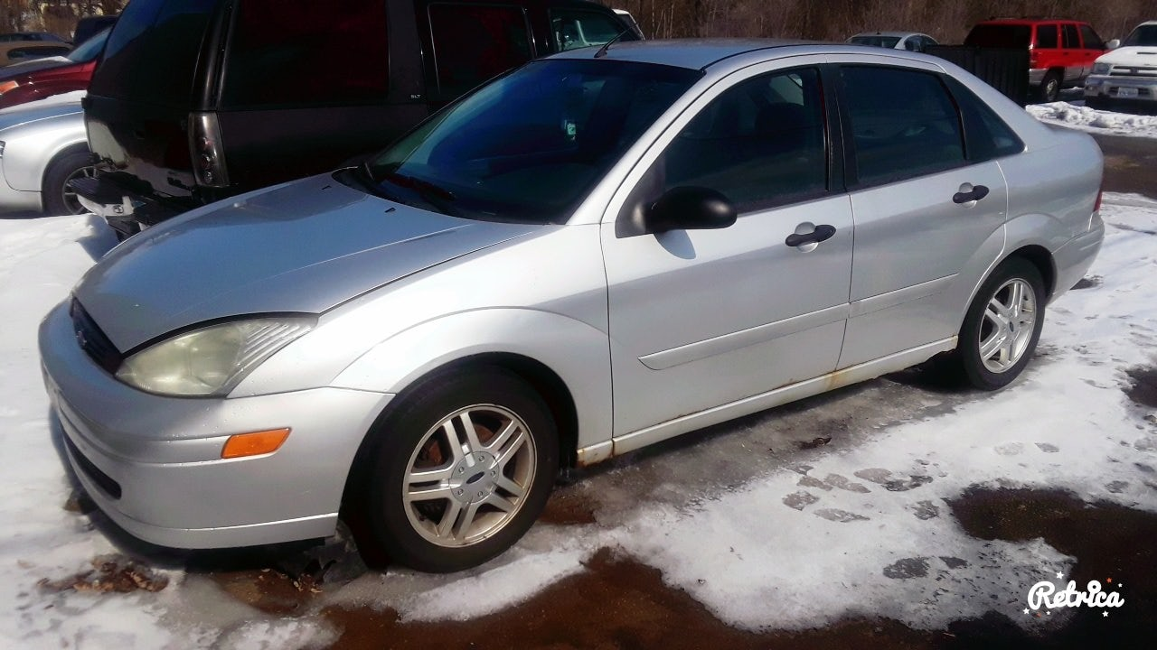 Junk 2000 Ford Focus in Rockford