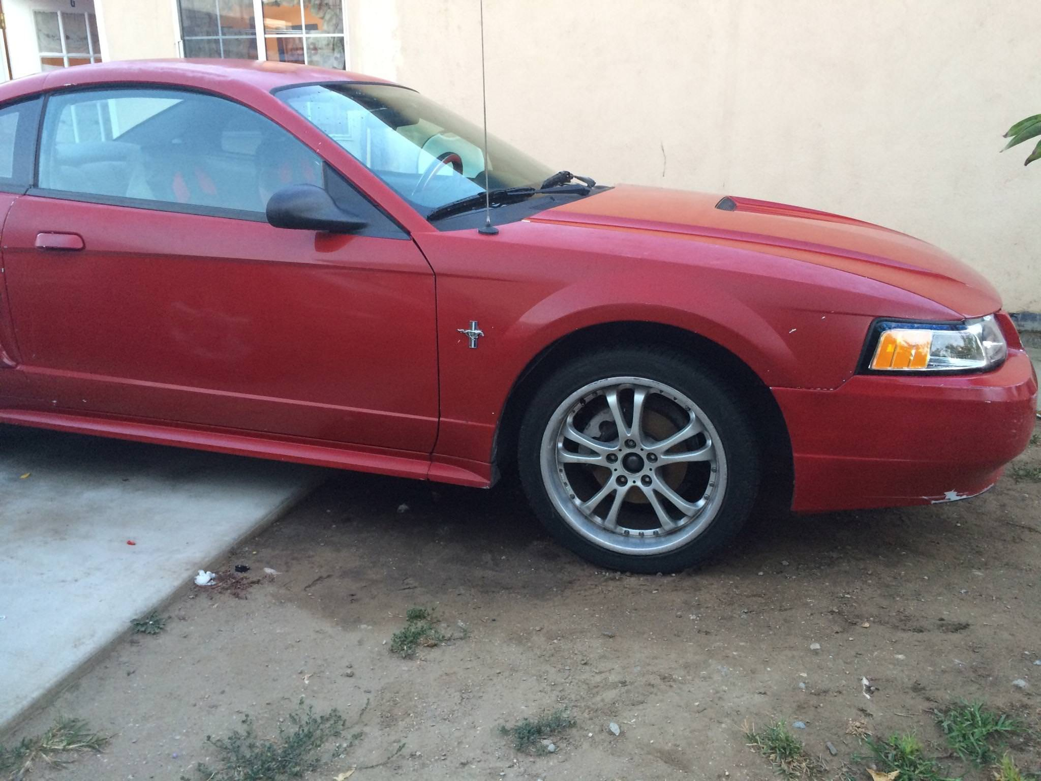 Junk 2000 Ford Mustang in Fontana