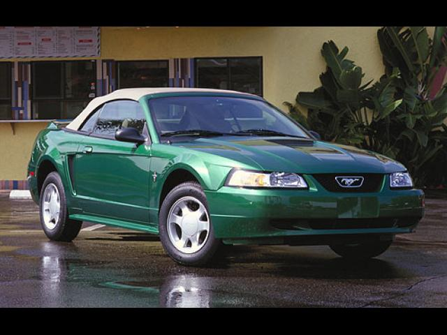 Junk 2000 Ford Mustang in Houston