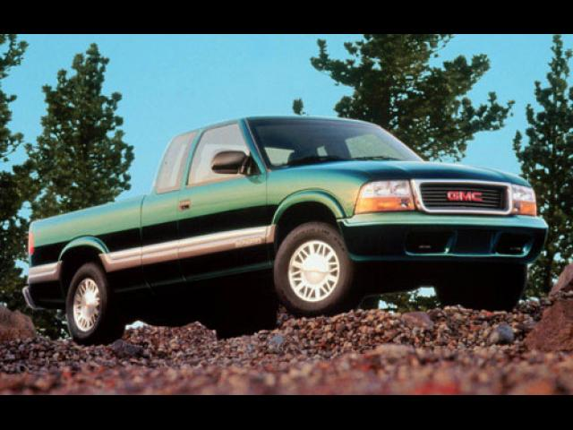 Junk 2000 GMC Sonoma in West Boylston