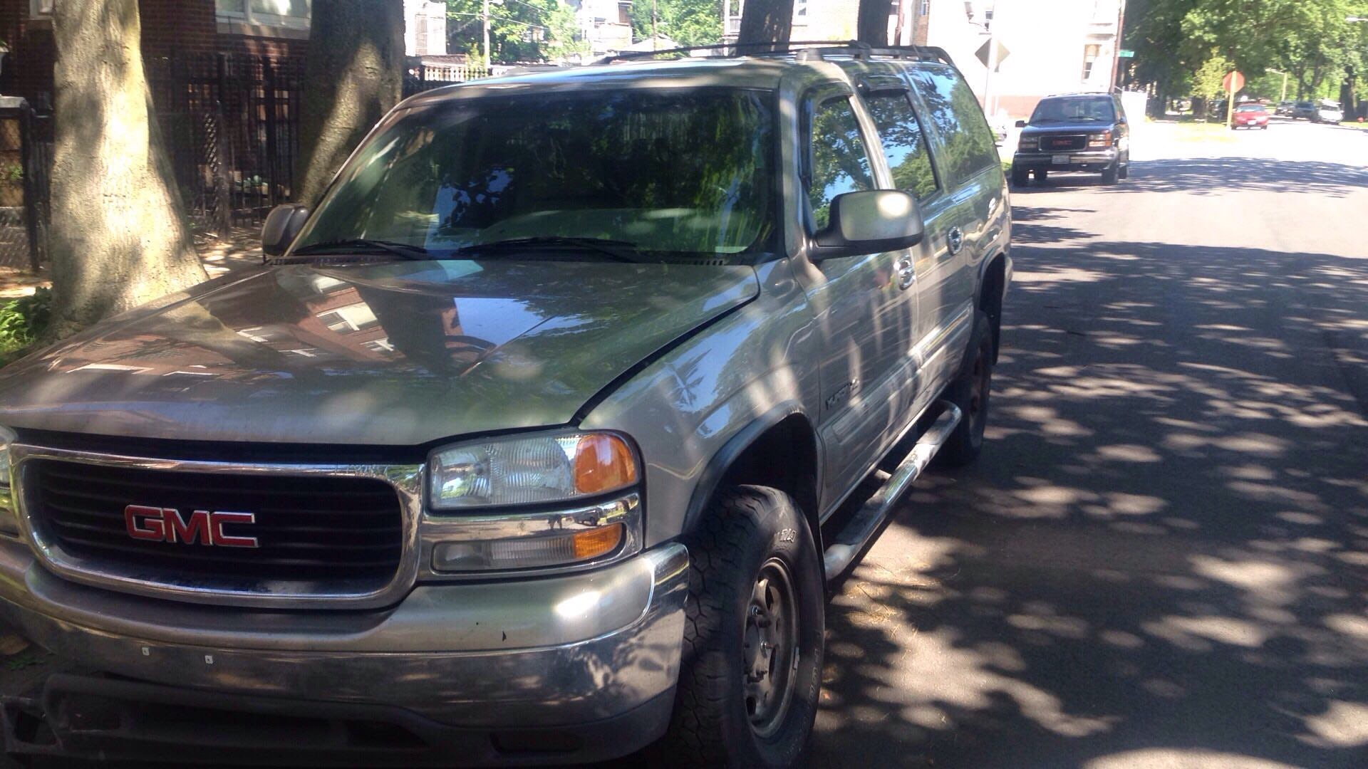 Junk 2000 GMC Yukon XL in Chicago