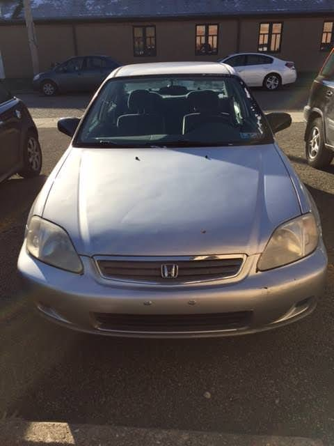 Junk 2000 Honda Civic in Ambridge