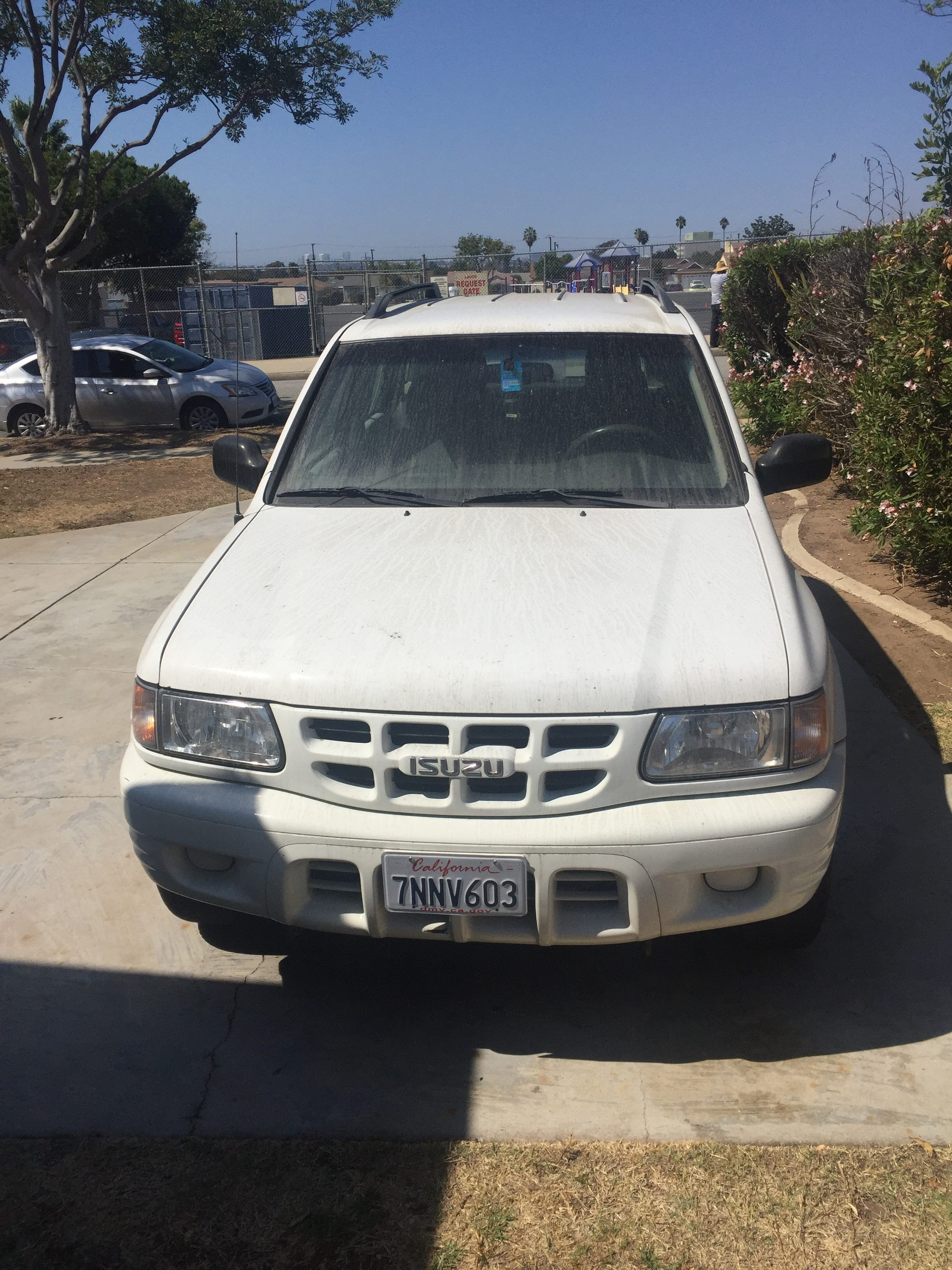 Junk 2000 Isuzu Rodeo in Hawthorne